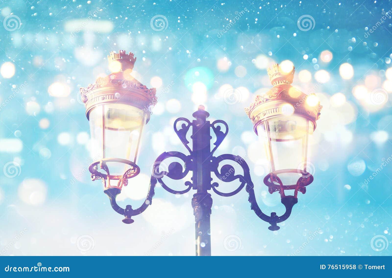 Конспект и волшебное изображение уличных светов рождества