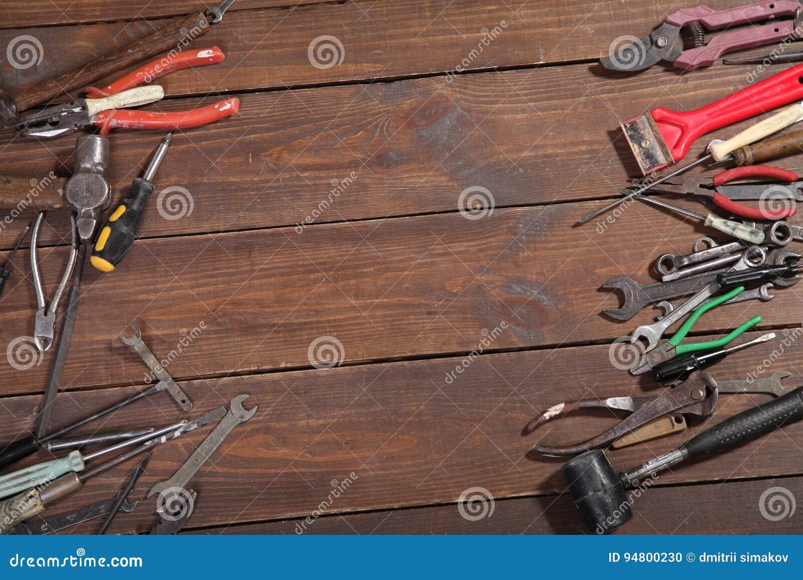 Конструкция бьет плоскогубцы молотком инструмента ремонта отвертки
