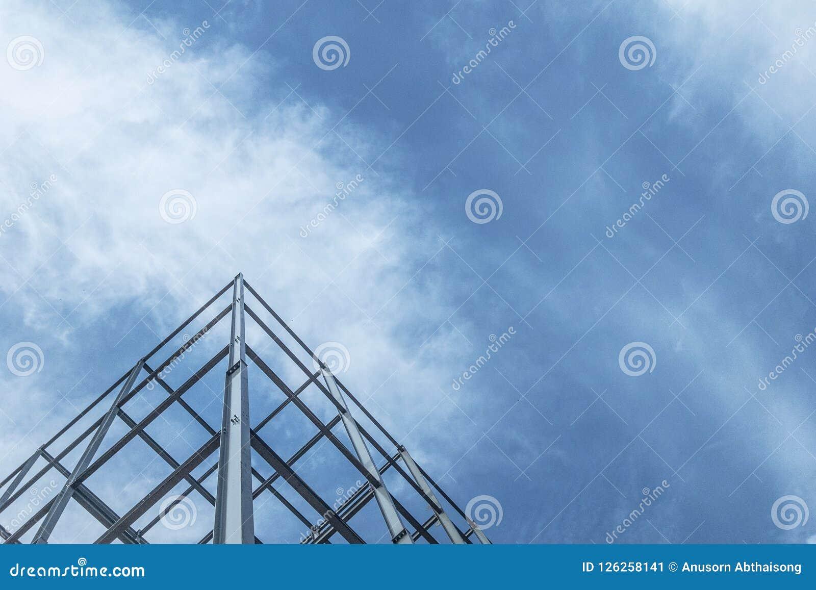 Конструкция зданий с стальной структурой на предпосылке неба