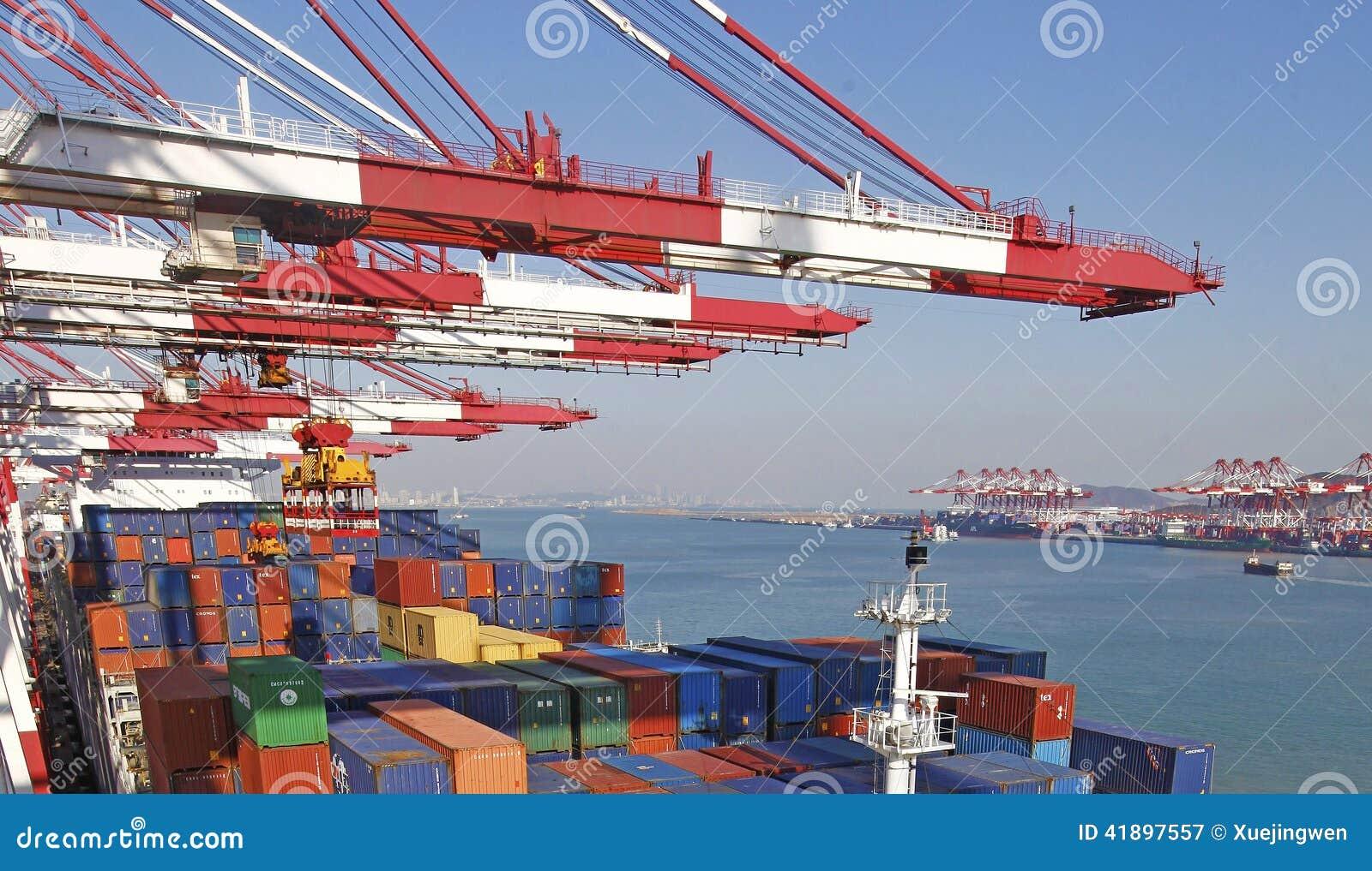 Контейнерный терминал порта Qingdao