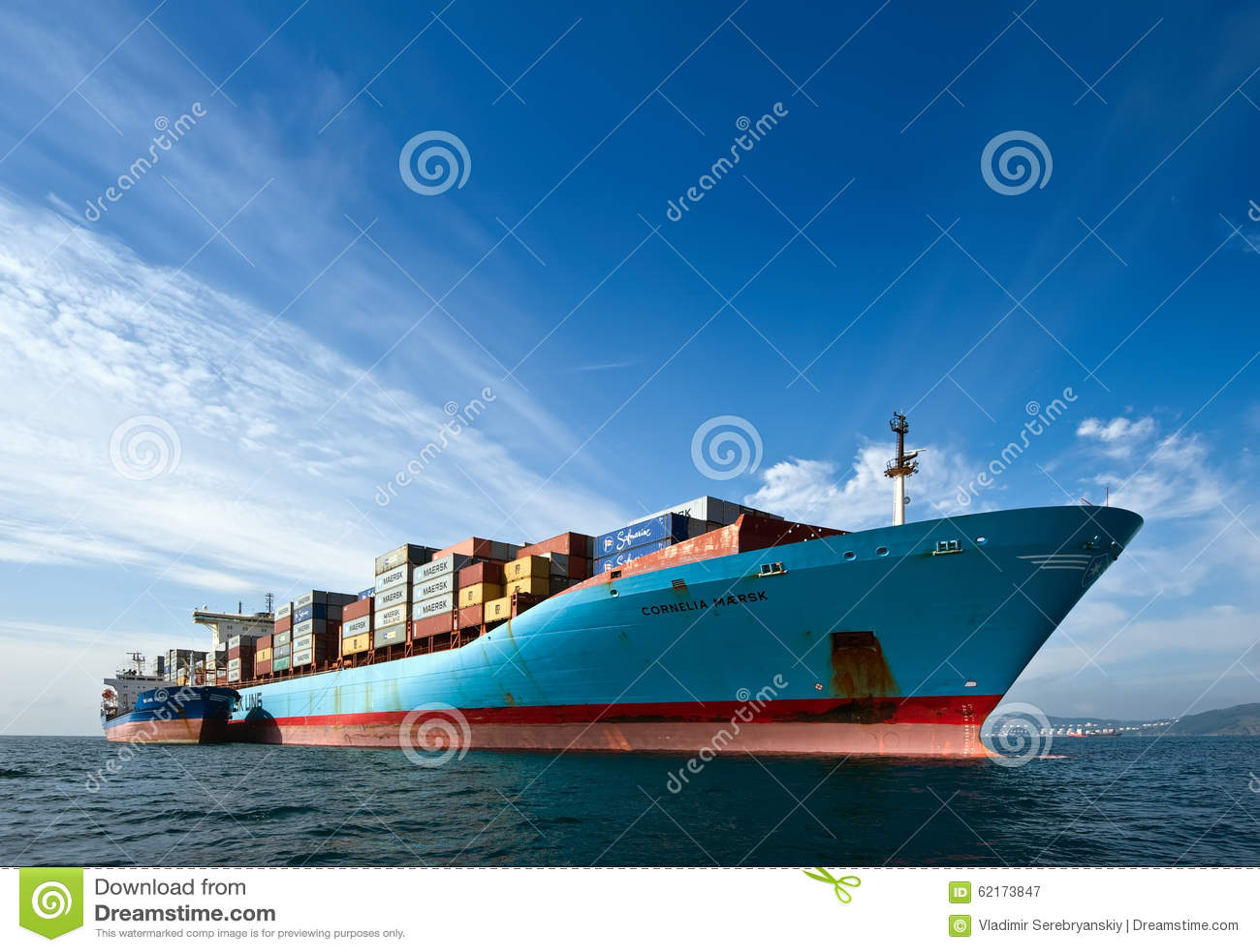 Контейнеровоз Корнелия Maersk Vitaly Vanykhin топливозаправщика Bunkering Залив Nakhodka Восточное море (Японии) 17 09 2015