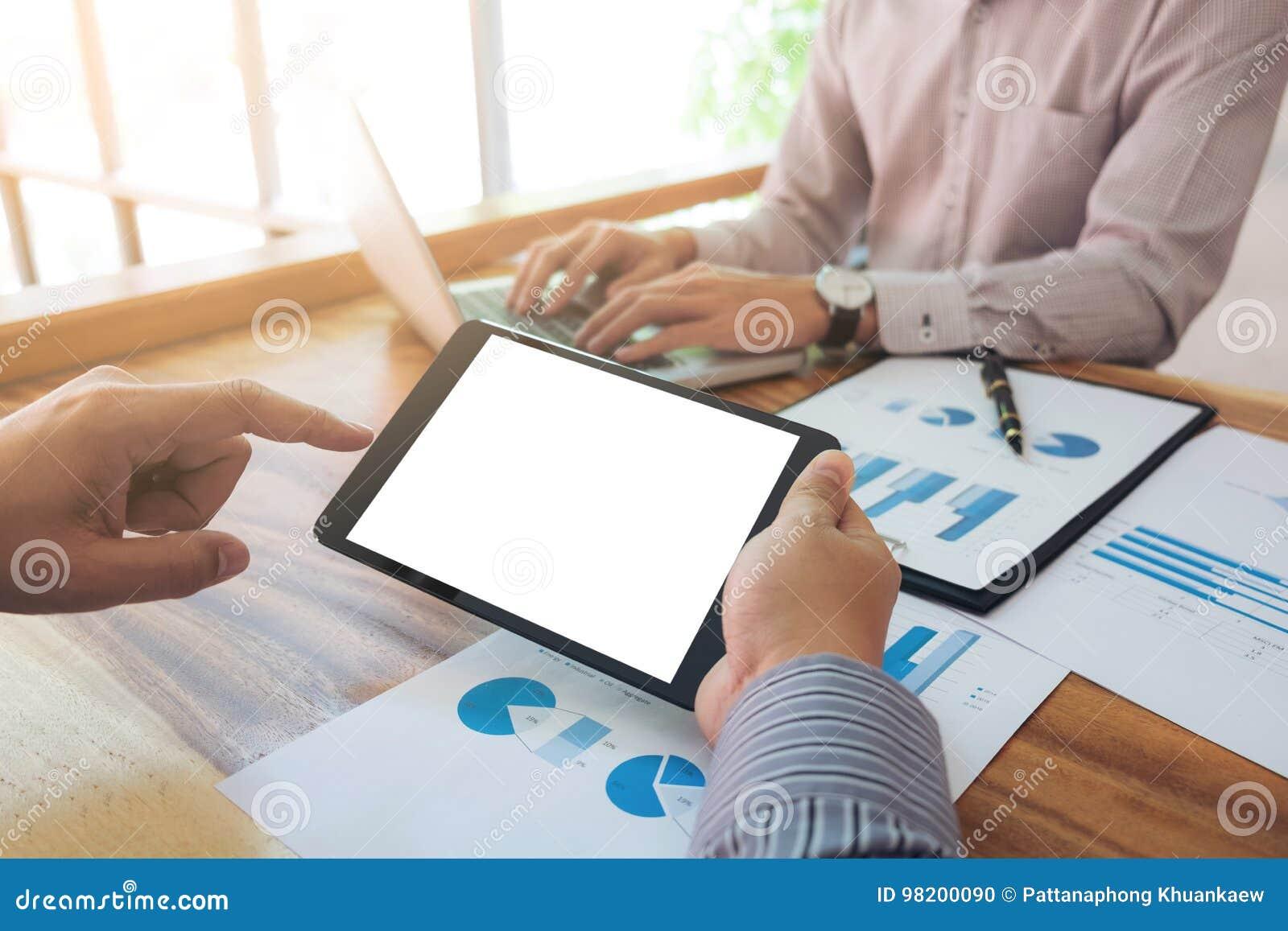 Download Конференция деятельности Co, команда дела встречая настоящий момент, инвестора C Стоковое Фото - изображение насчитывающей средства, обсуждение: 98200090