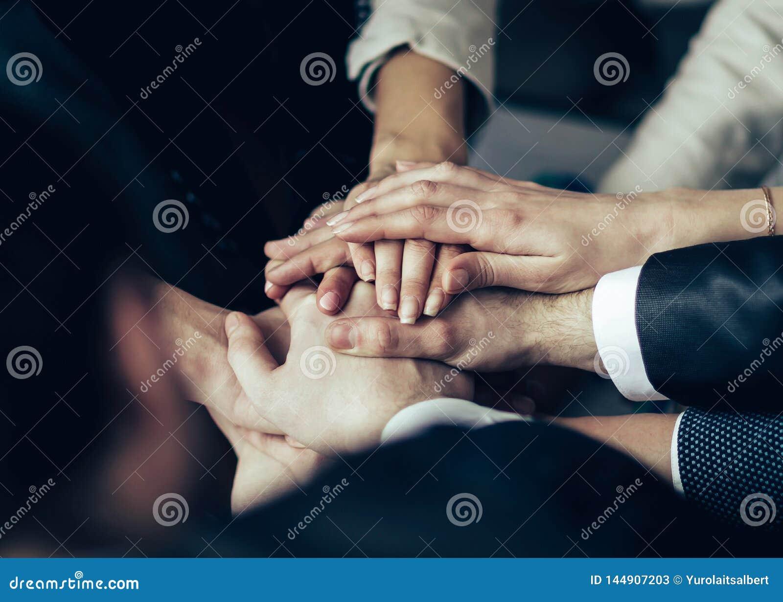 Конференция предпринимателей Складчатость рук совместно