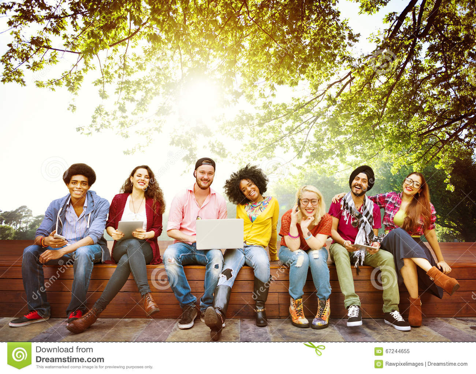 Концепция команды приятельства друзей подростков разнообразия