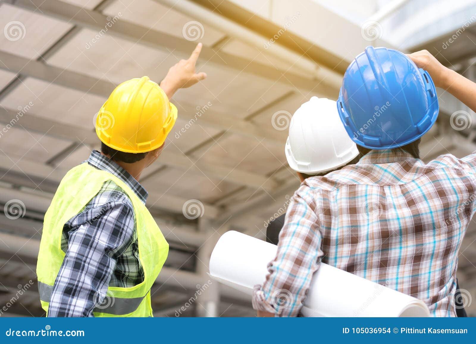 Концепция конструкции инженерства: профессиональный инженер объединяется в команду я