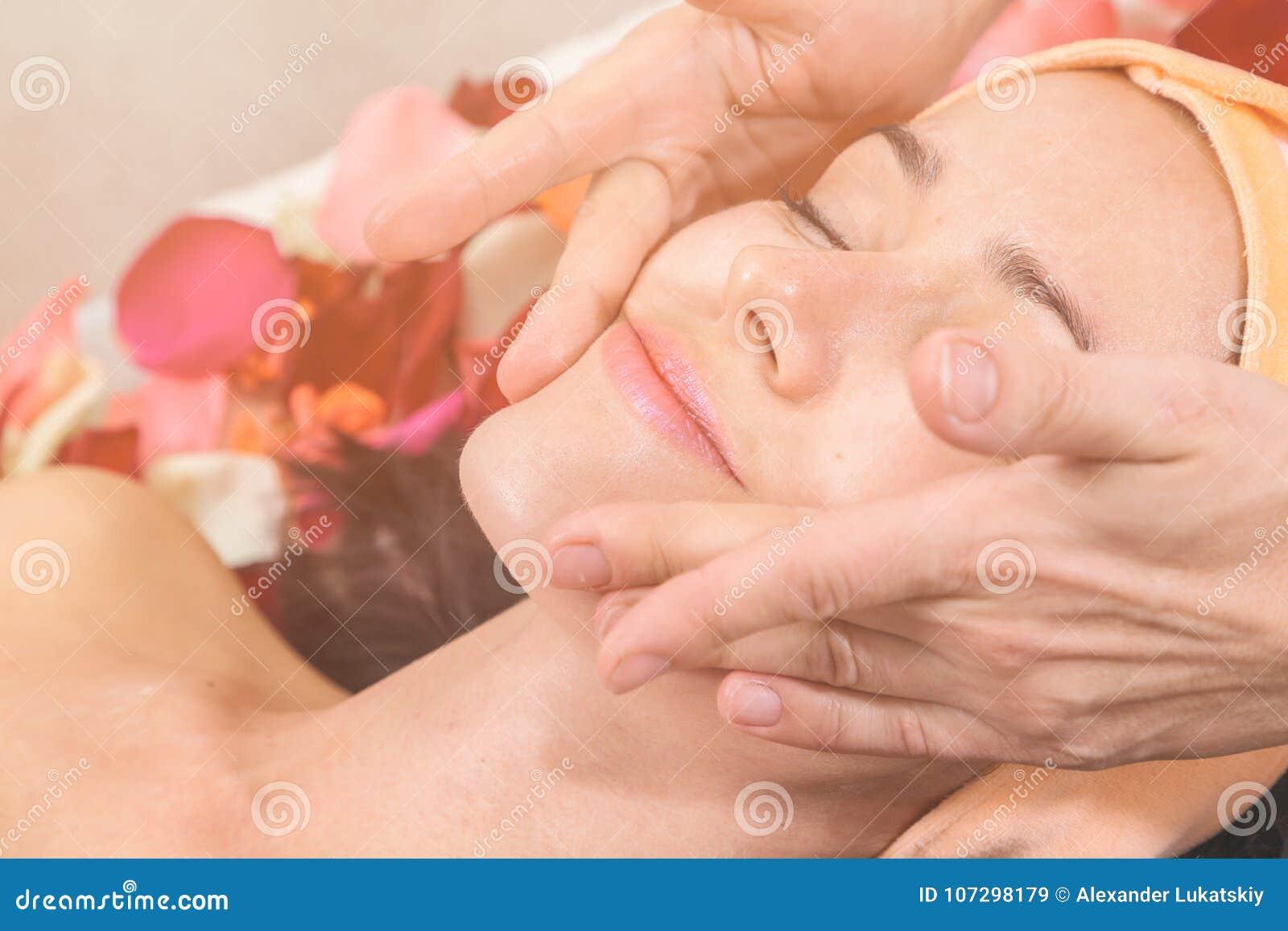 Концепция людей, красоты, курорта, косметологии и skincare