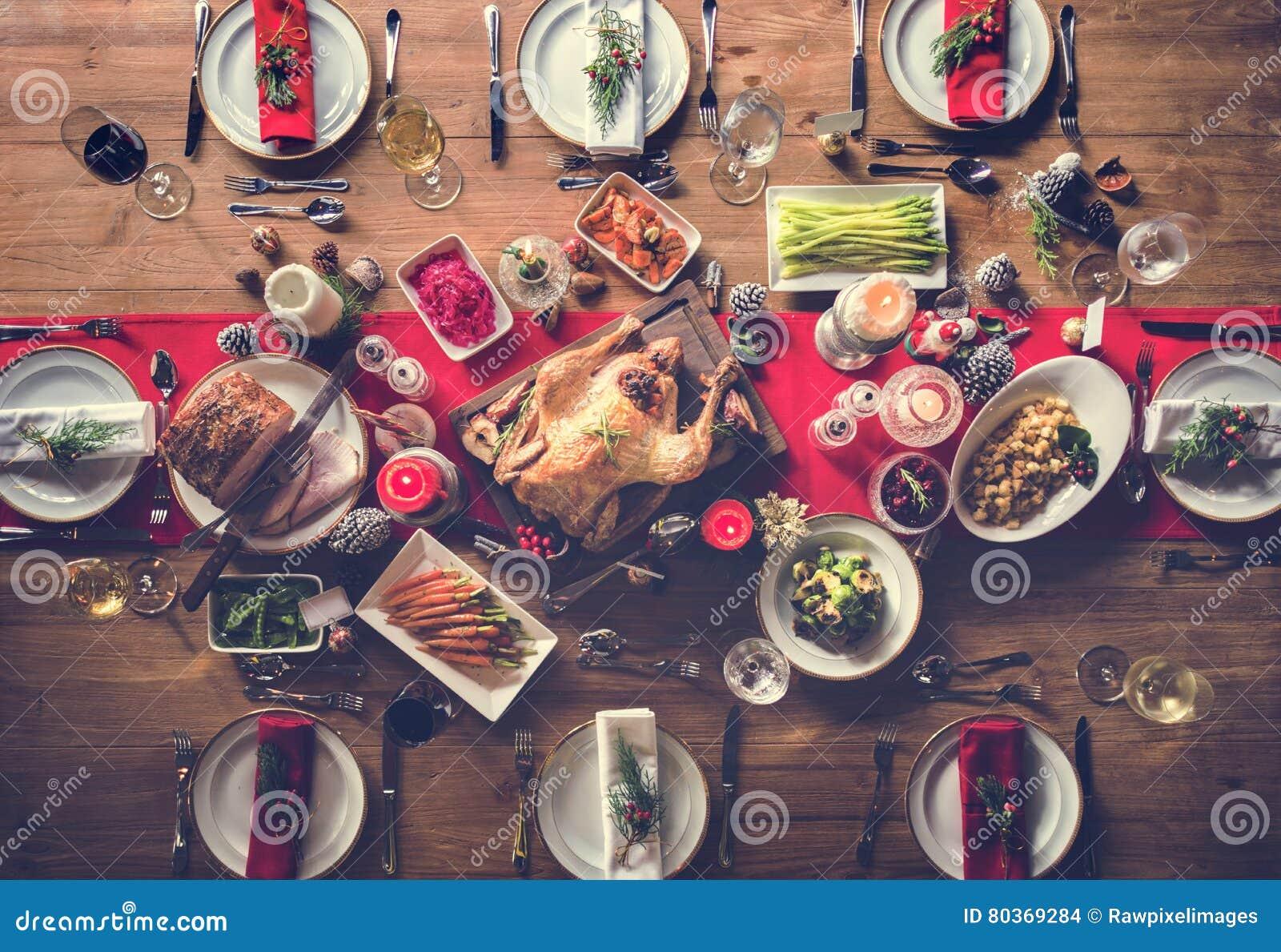 Концепция обеденного стола семьи рождества