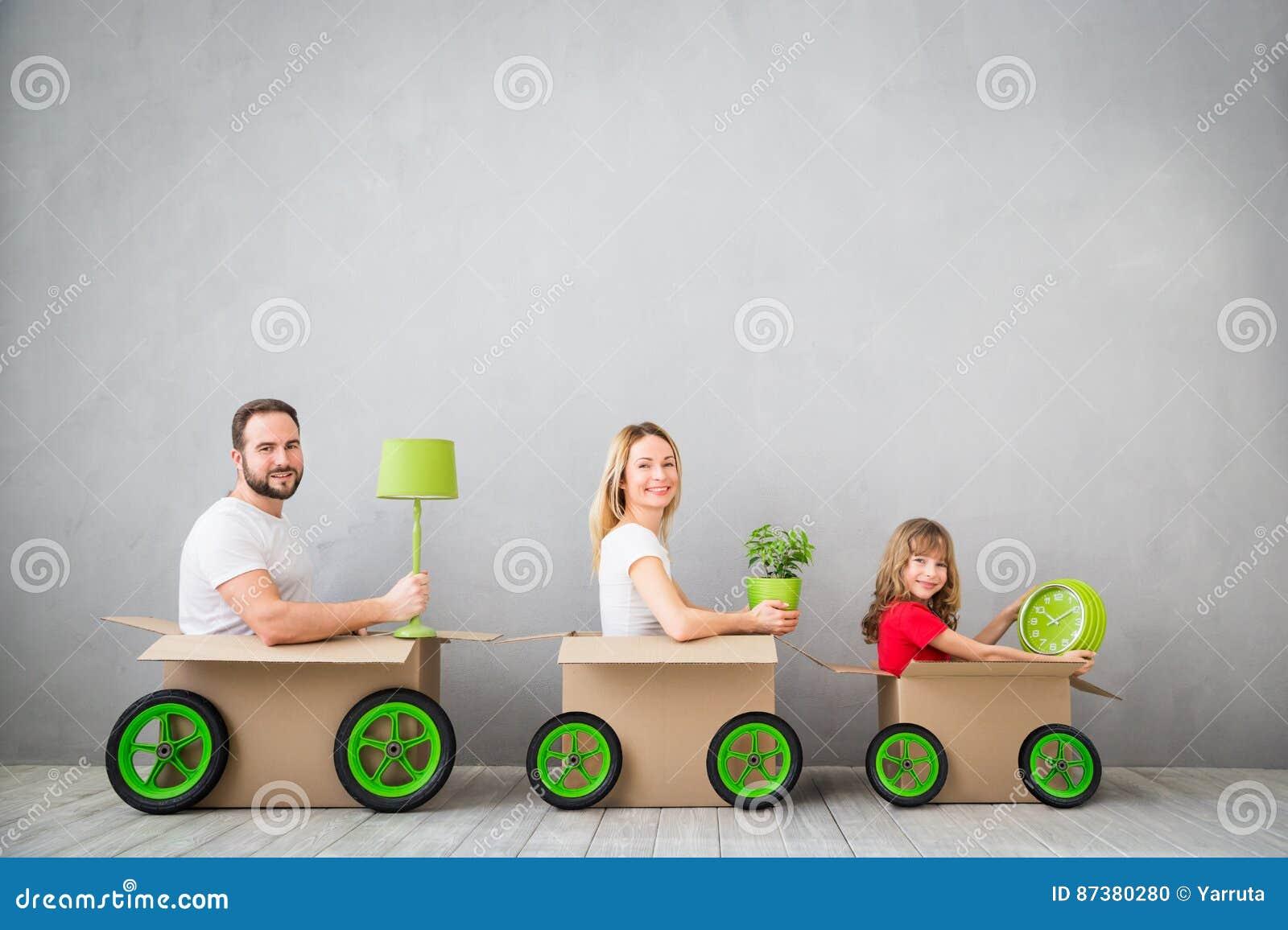Концепция дома дня семьи новая домашняя Moving