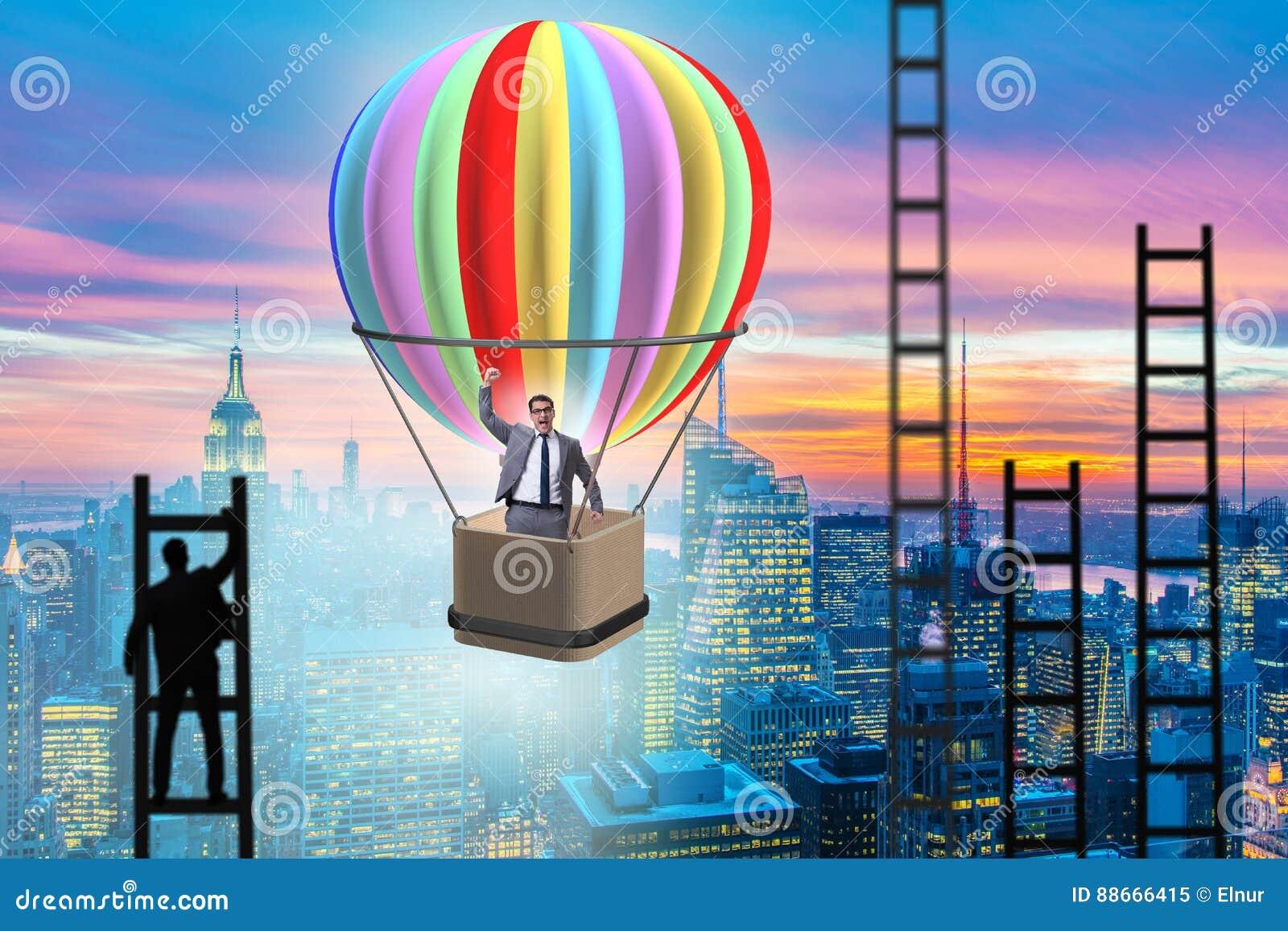 Концепция достижения карьеры с бизнесменом на воздушном шаре и ladde