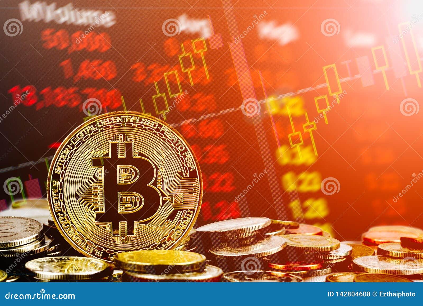 Концепция предпосылки торговли акциями cryptocurrency Bitcoin Золотое bitcoin над много международных монеток денег с абстрактной