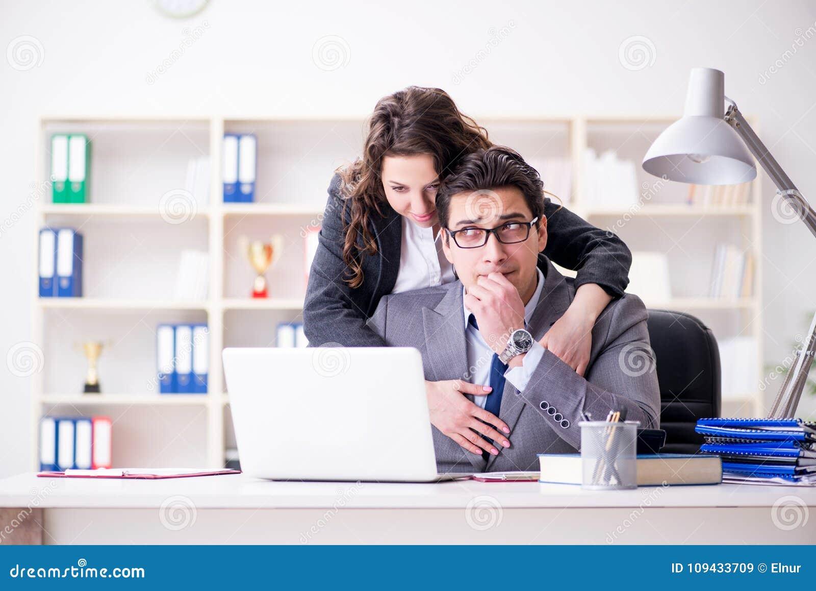 Офисные сексуальные домогательства