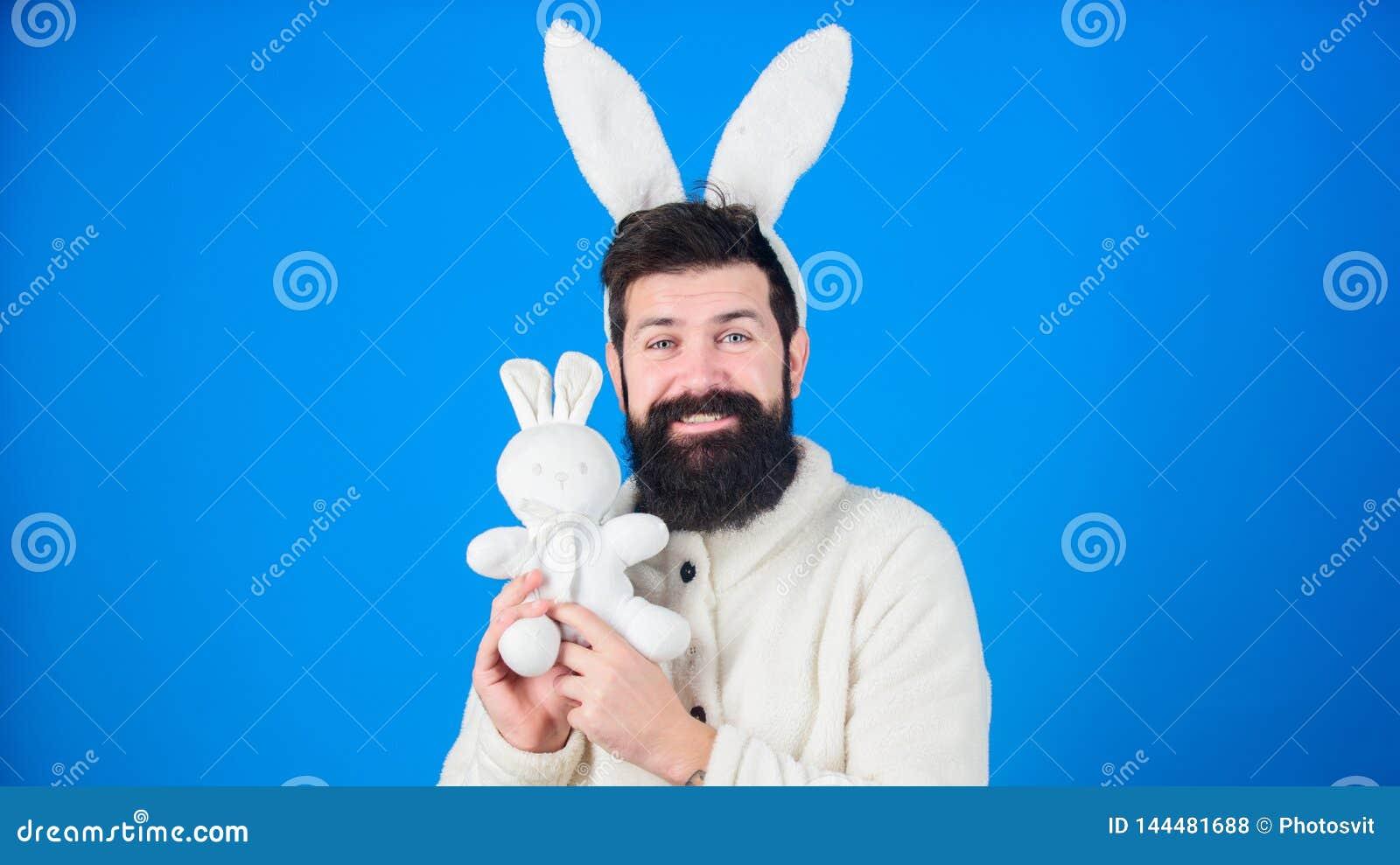 Концепция символа пасхи Ушей зайчика хипстера Гай предпосылка бородатых милых нежных длинных голубая Уважение к традиций Пасха