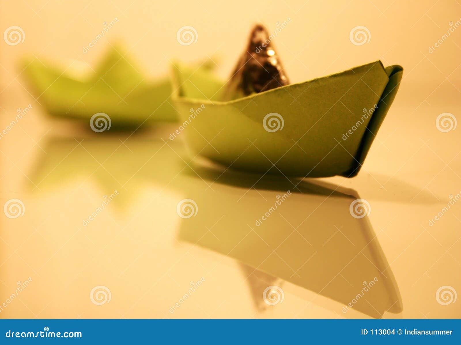 корабли бумаги