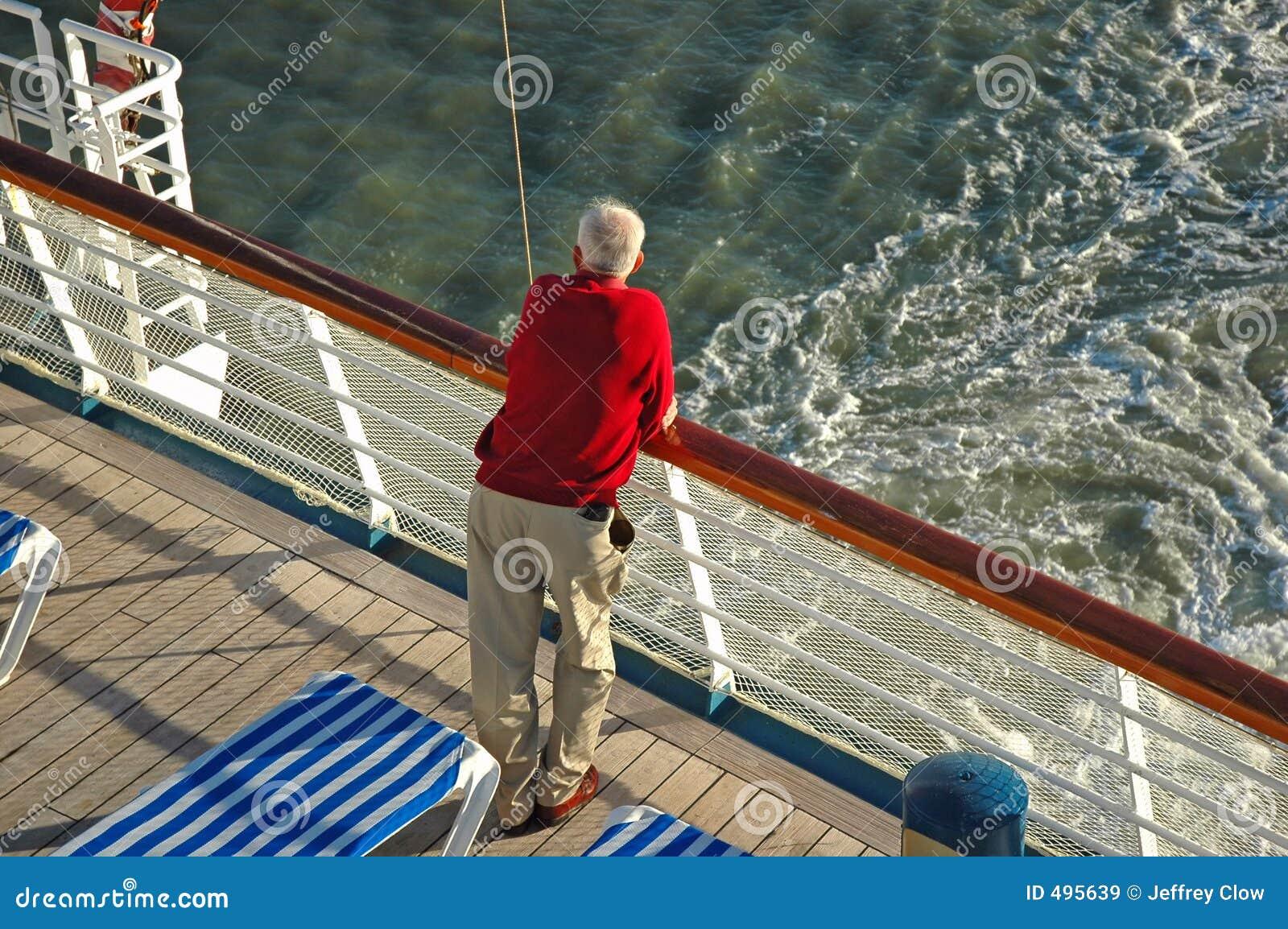 корабль круиза старший