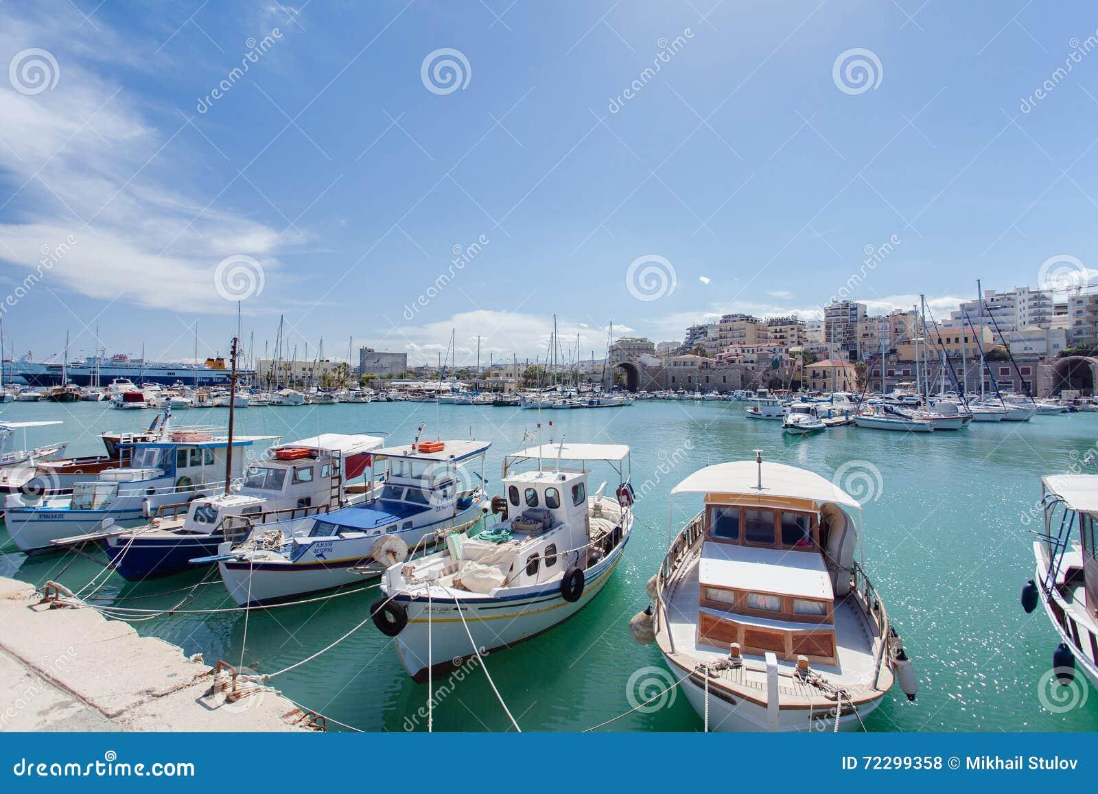 Download Корабли на койке в Греции редакционное стоковое фото. изображение насчитывающей bluets - 72299358