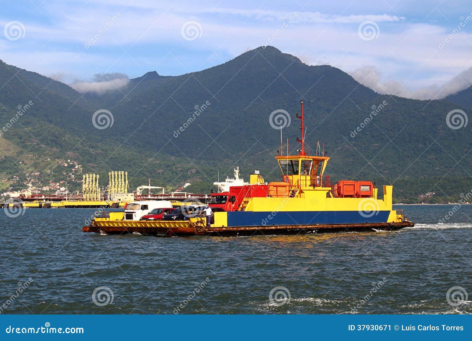Корабли парома транспортируя