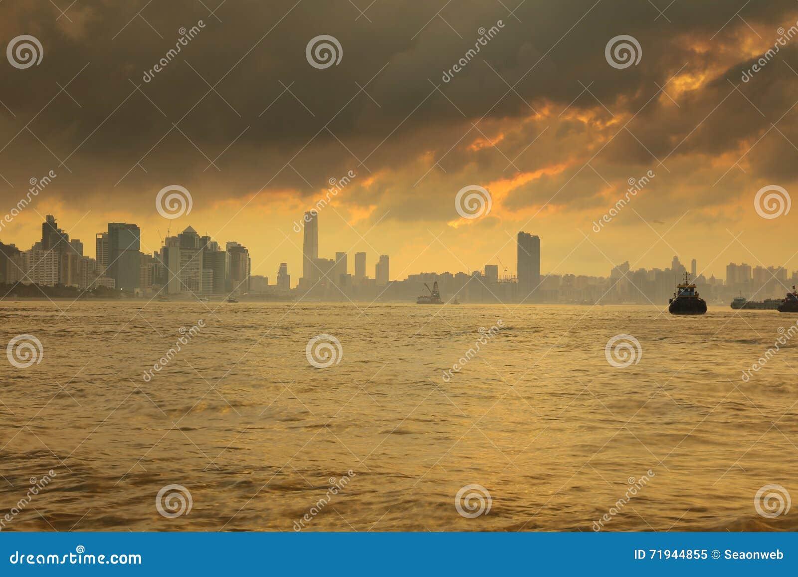 Корабль на леях Yue Mun