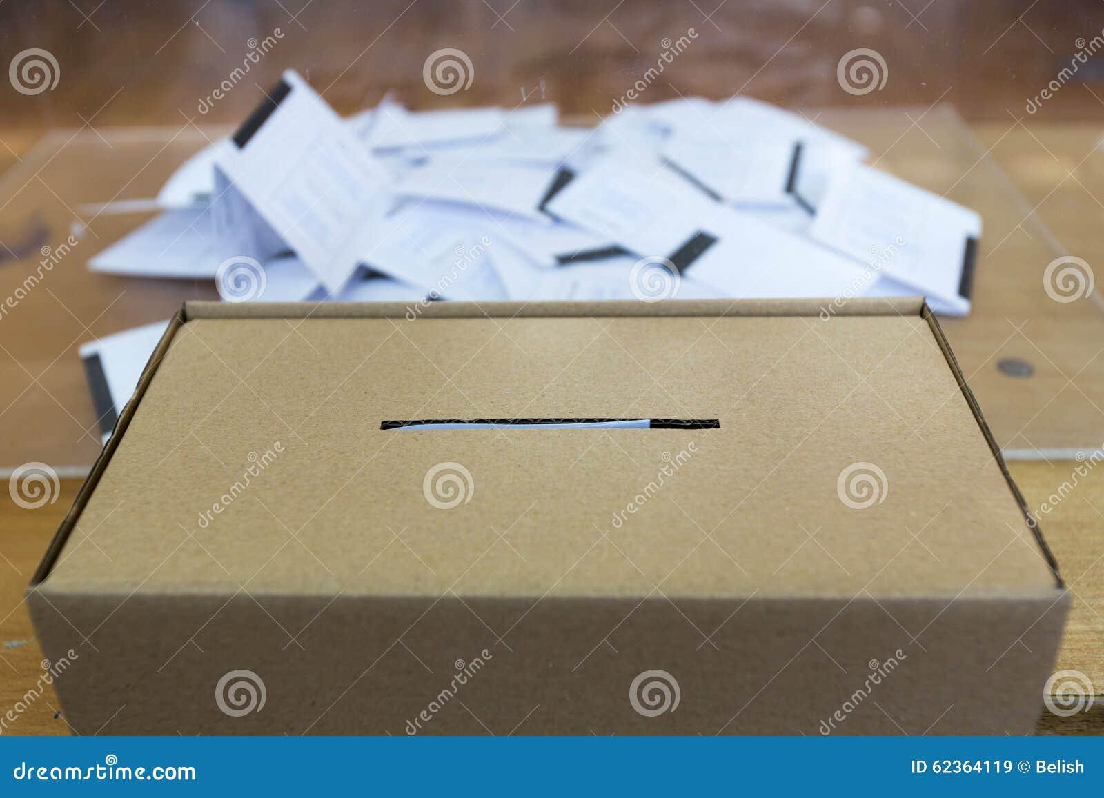 Коробка избирательного бюллетеня голосуя