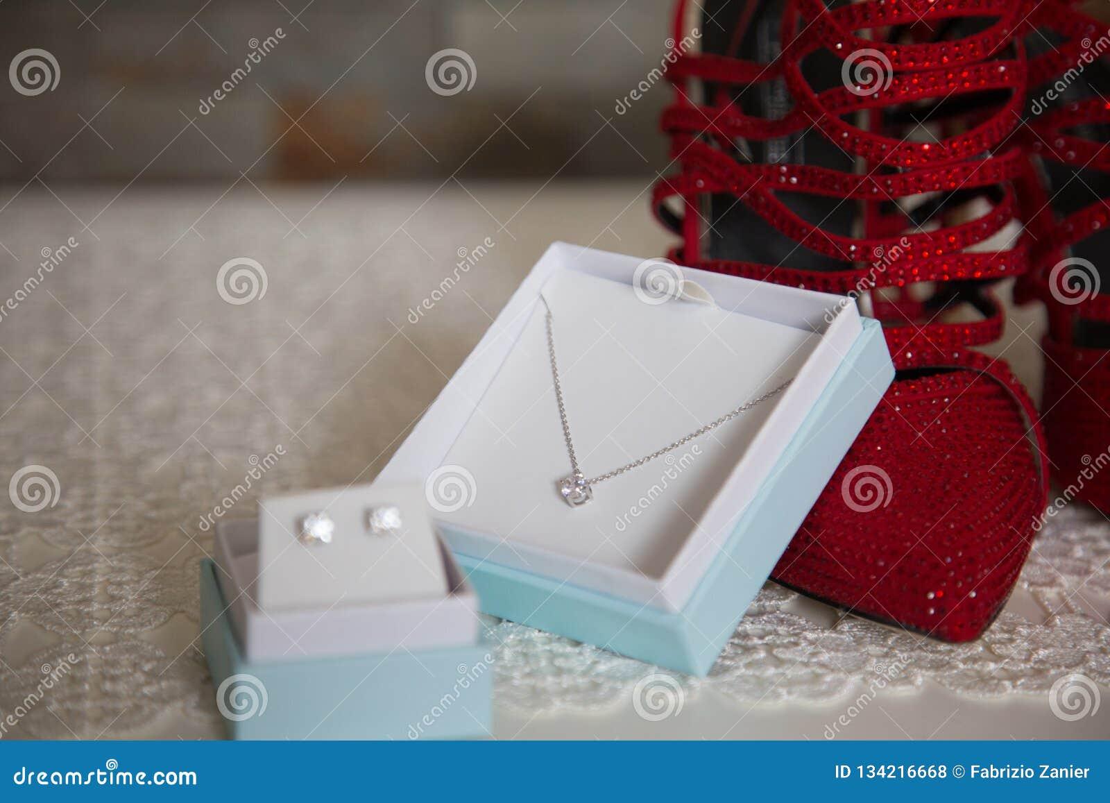 Коробка Jewerly с ботинками