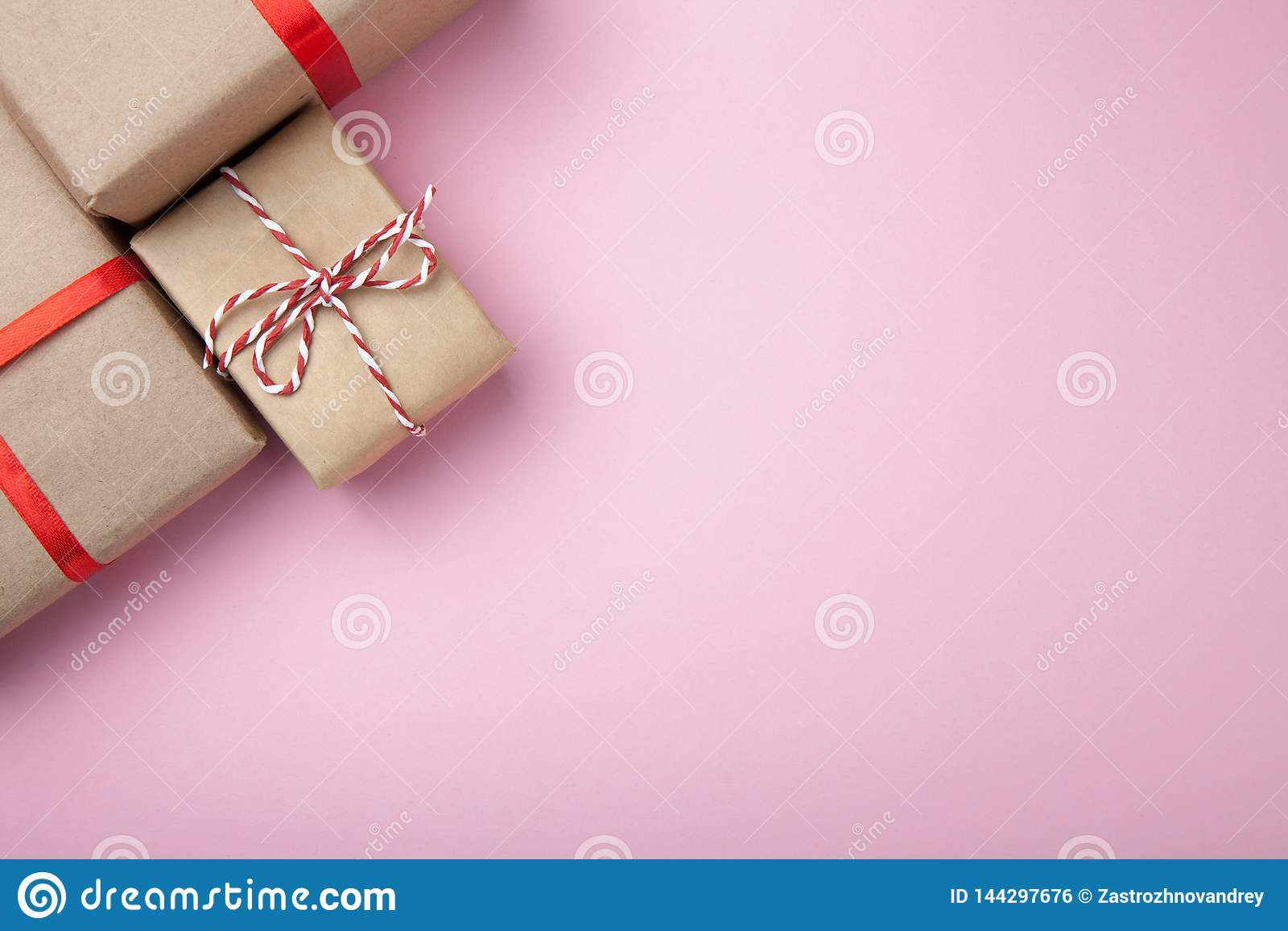 Коробки подарка праздничные Подарок на день рождения r :