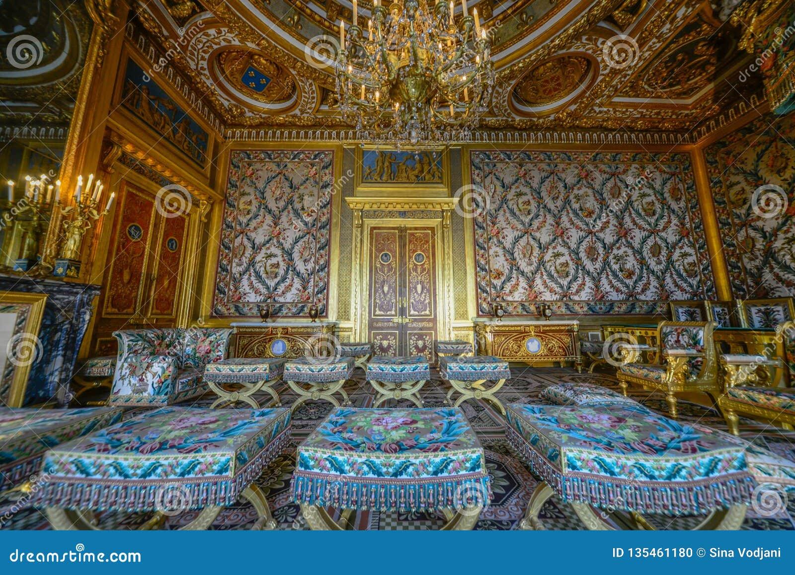 Королевская комната внутри дворца fontainbleau