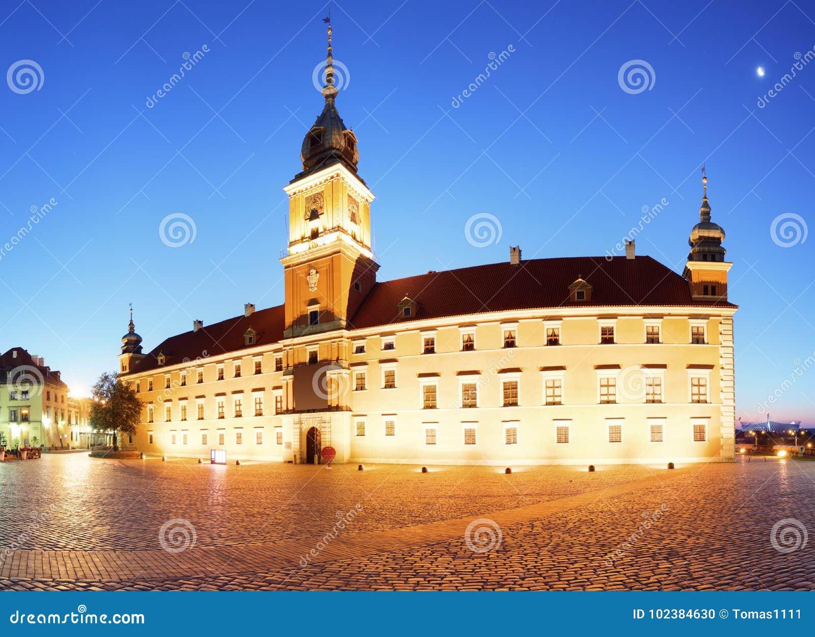Королевский замок в старом городке Варшавы, Польши на вечере