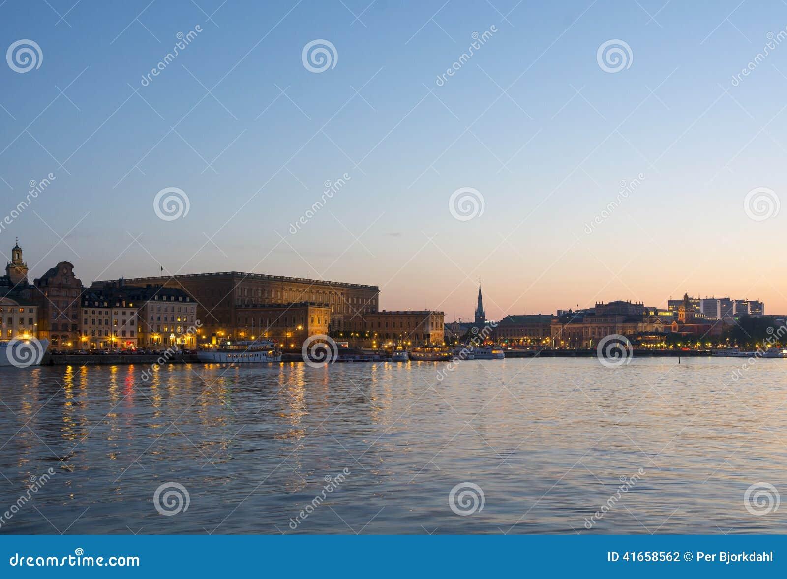 Королевский дворец Стокгольм в сумерк