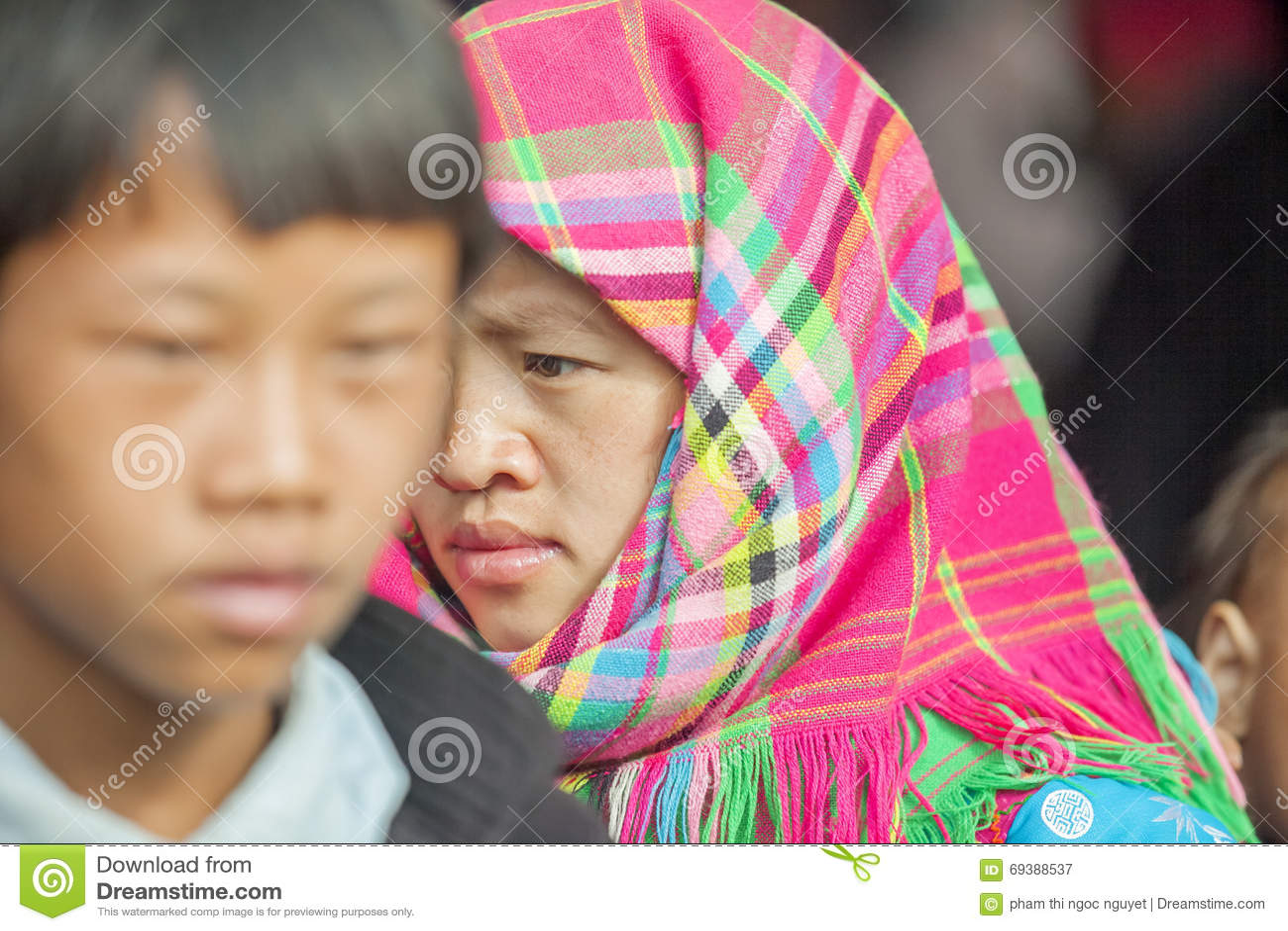 Костюмы женщин этнического меньшинства, на старом Дуне Van рынке