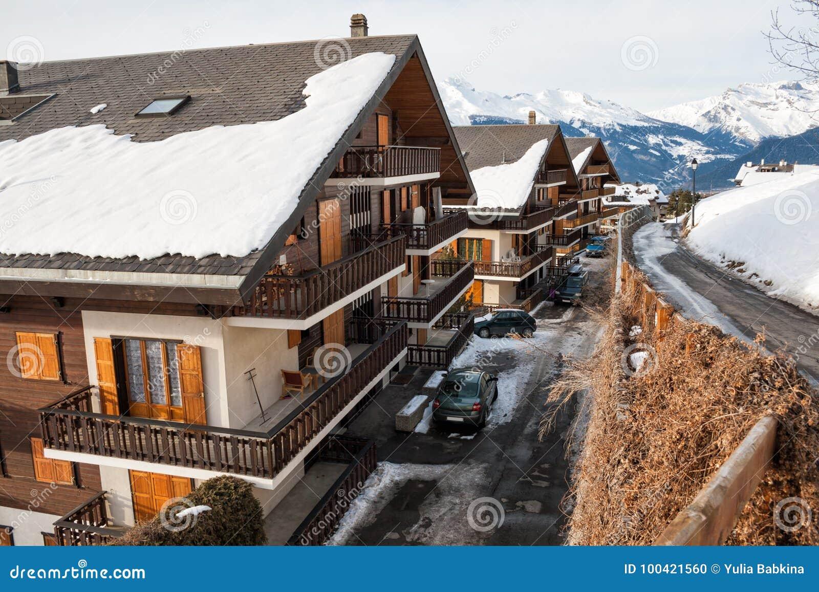 Коттеджи в швейцарии квартиры в майами купить недорого
