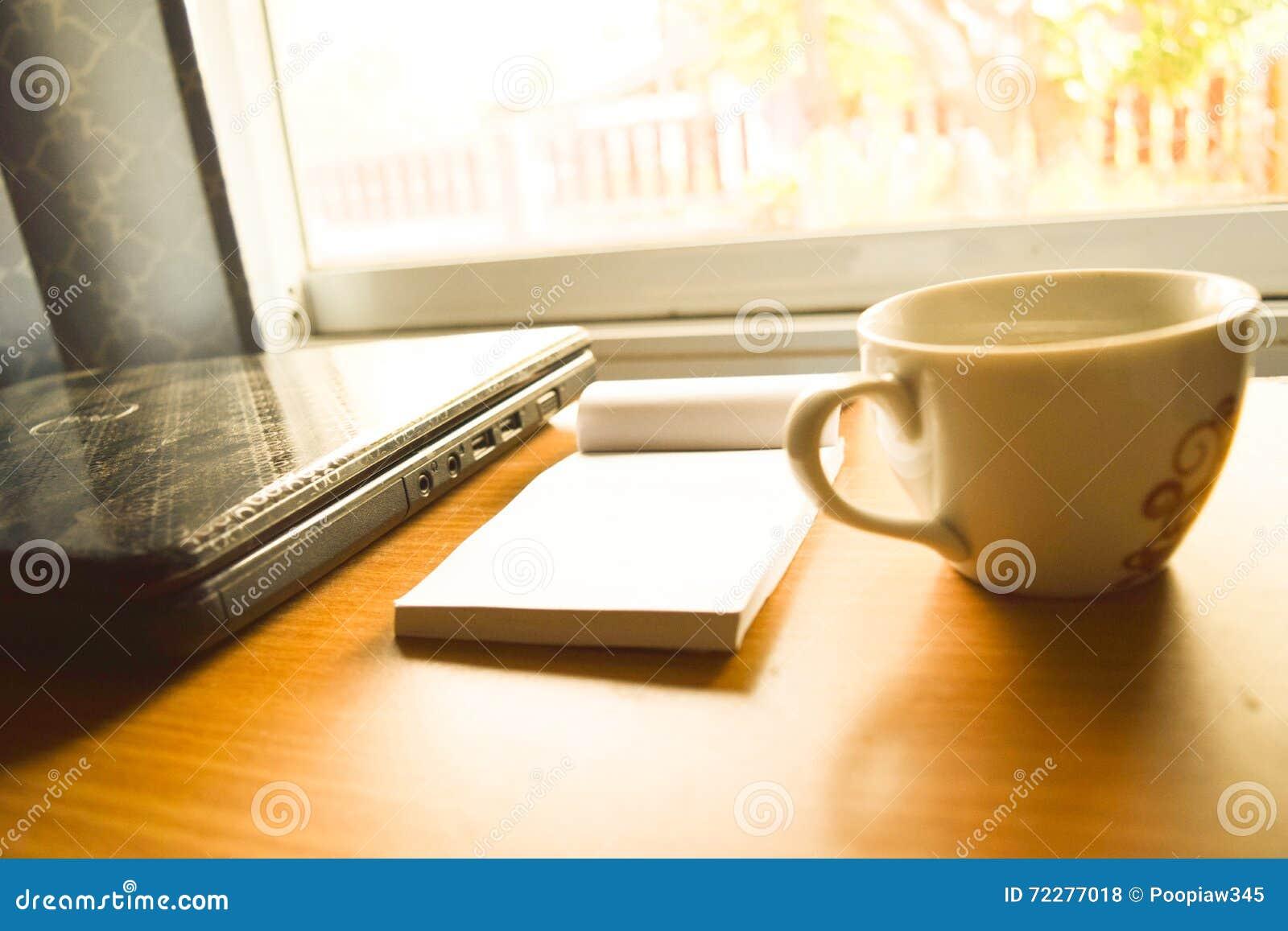 Download Кофейная чашка и инструменты Стоковое Фото - изображение насчитывающей backhander, bonnet: 72277018
