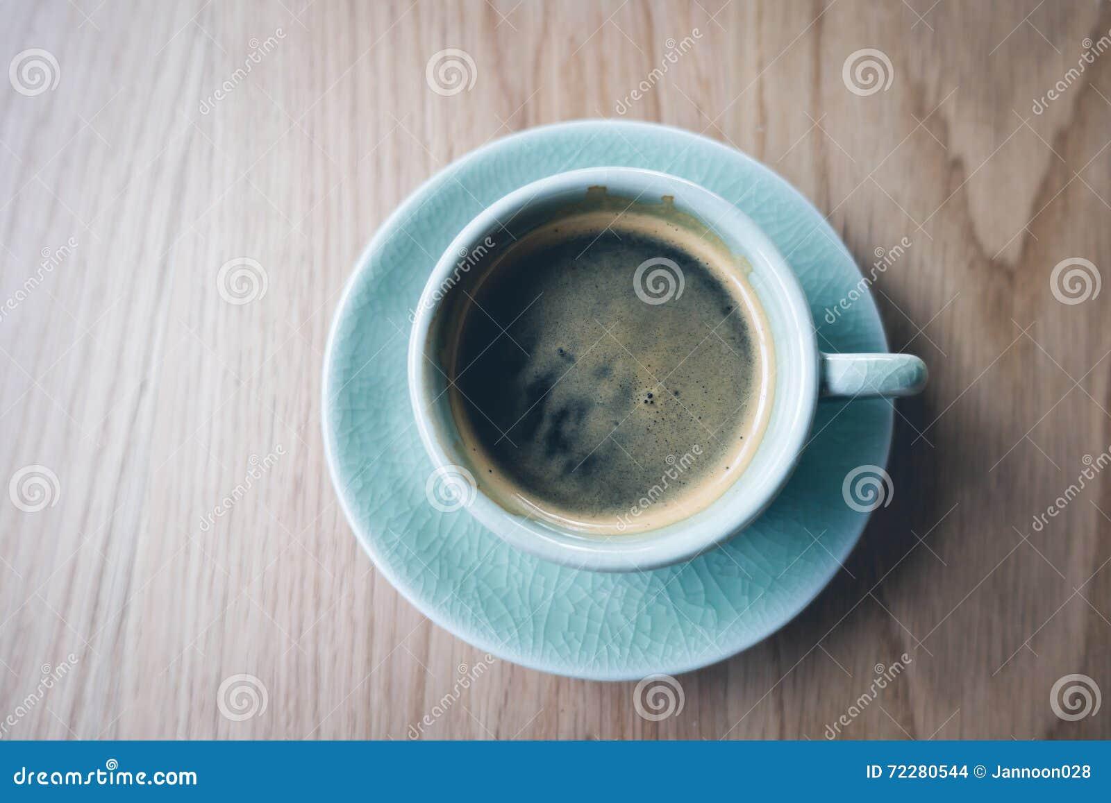 Download Кофейная чашка эспрессо на деревянной таблице (Фильтрованный V обрабатываемый изображением Стоковое Фото - изображение насчитывающей страна, бульвара: 72280544