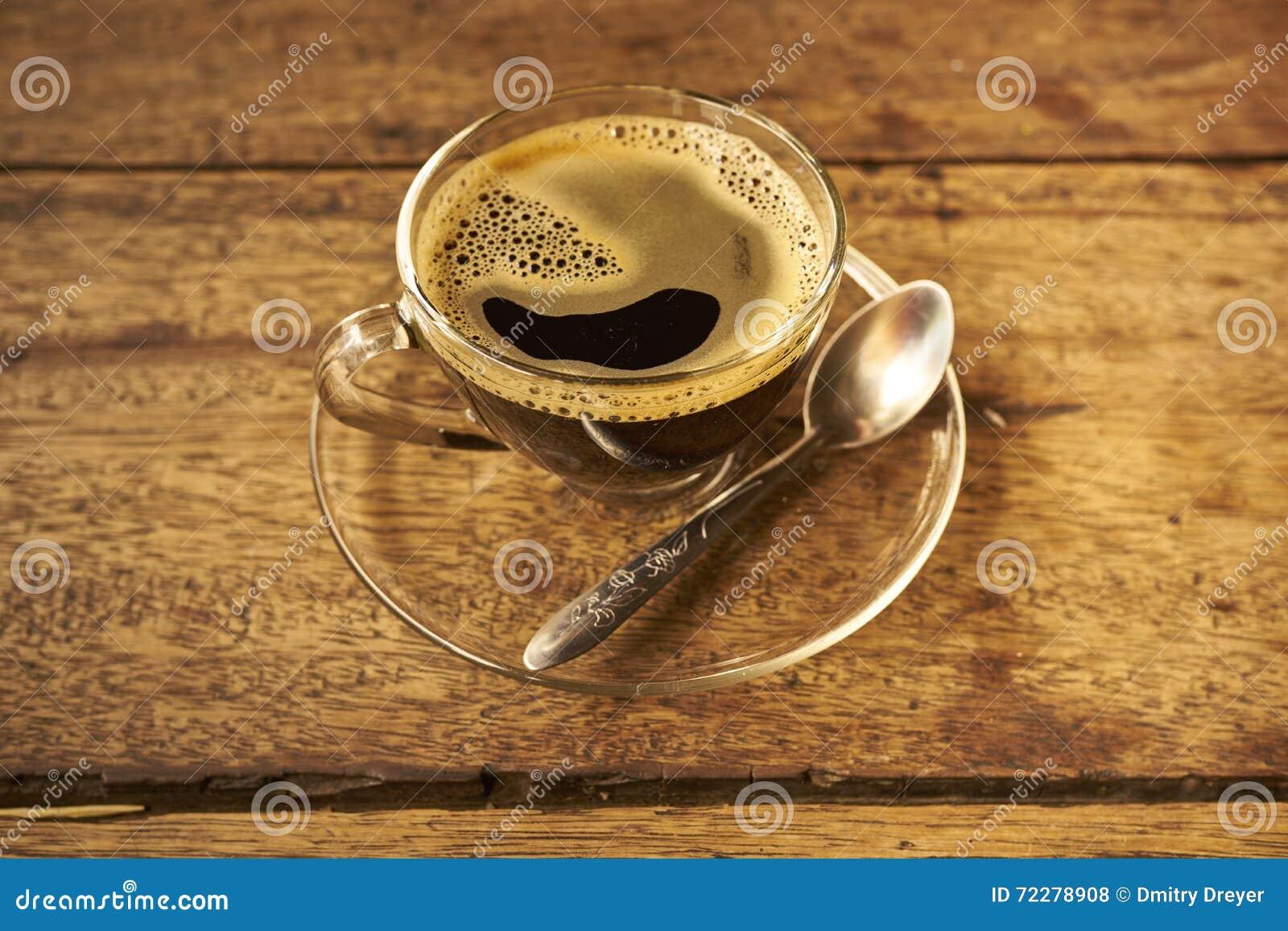 Download Кофе на деревянном стоковое фото. изображение насчитывающей чашка - 72278908