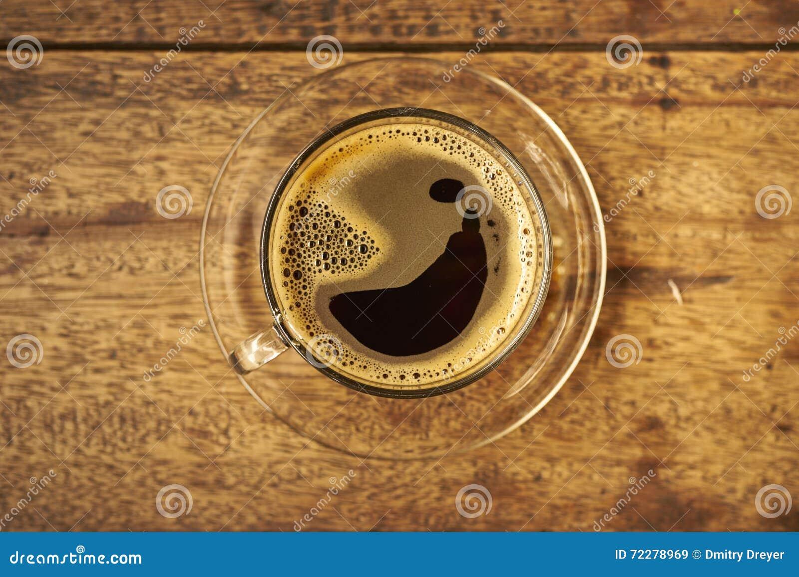 Download Кофе на деревянном стоковое изображение. изображение насчитывающей взгляд - 72278969