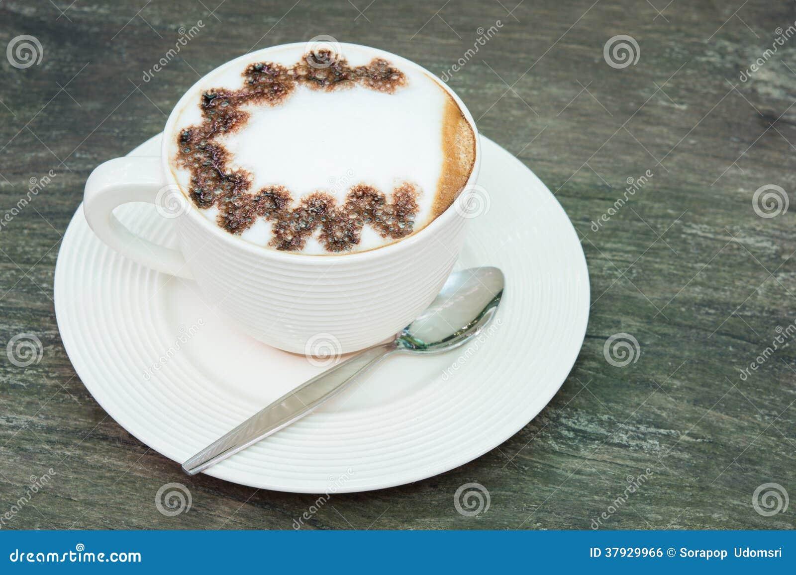 Кофе пены чашки макроса крупного плана белый