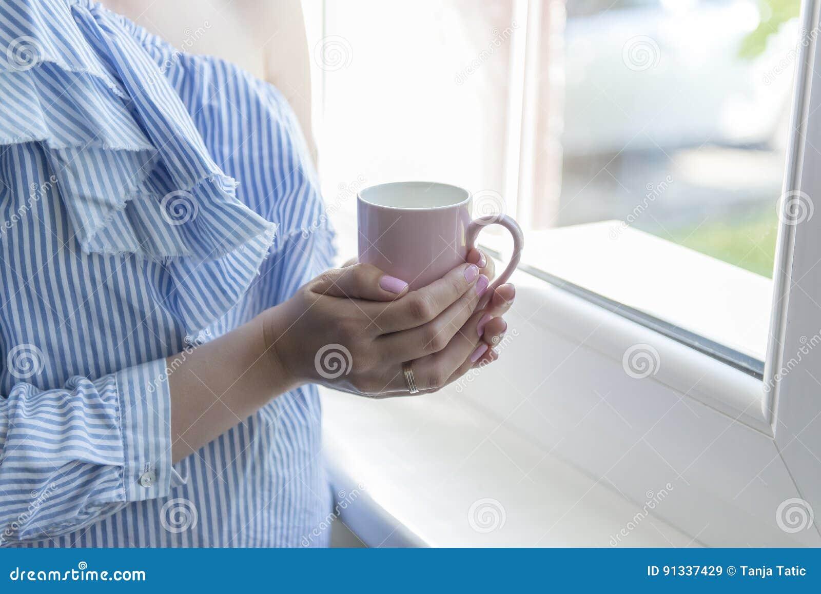 Кофе питья женщины