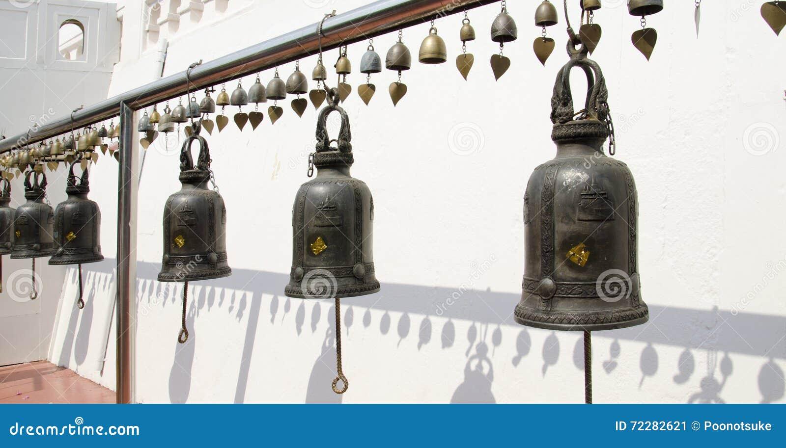 Download Колокол вокруг дорожки к Золотой Горе Стоковое Изображение - изображение насчитывающей вероисповедание, золотисто: 72282621