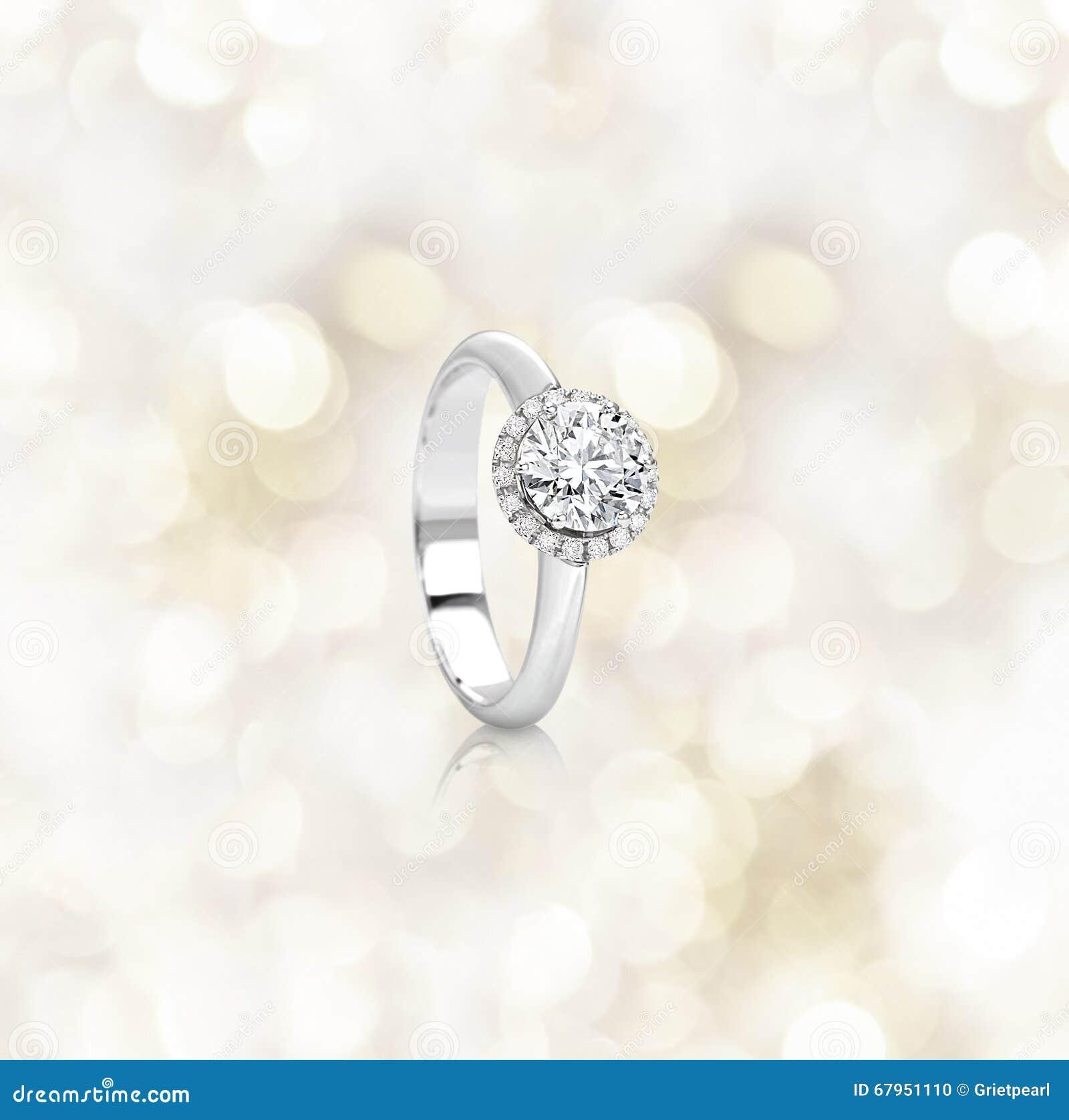 Кольцо с бриллиантом захвата