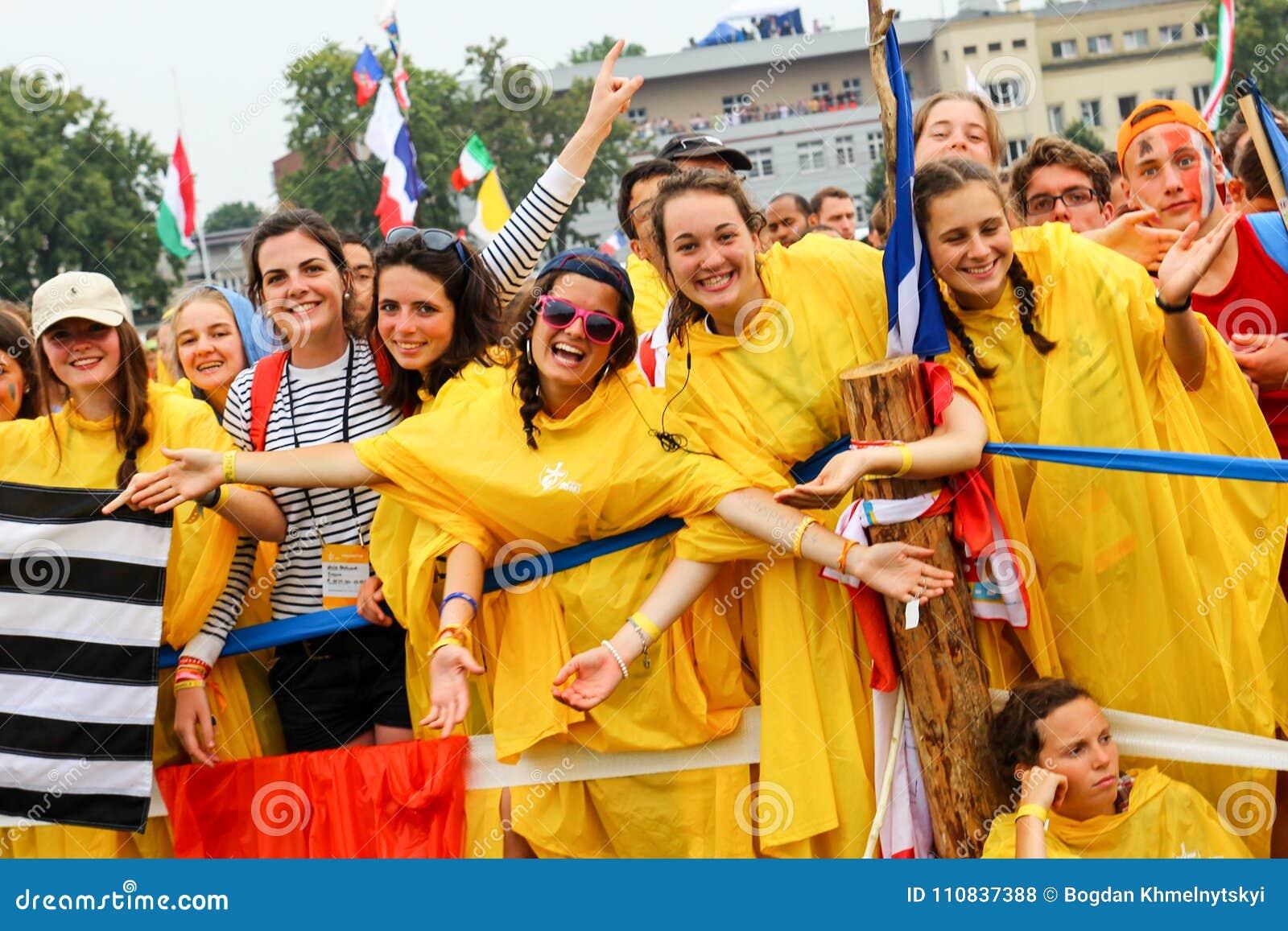 КРАКОВ, ПОЛЬША - 2016: Краков Blonia, день молодости мира 2016, yo