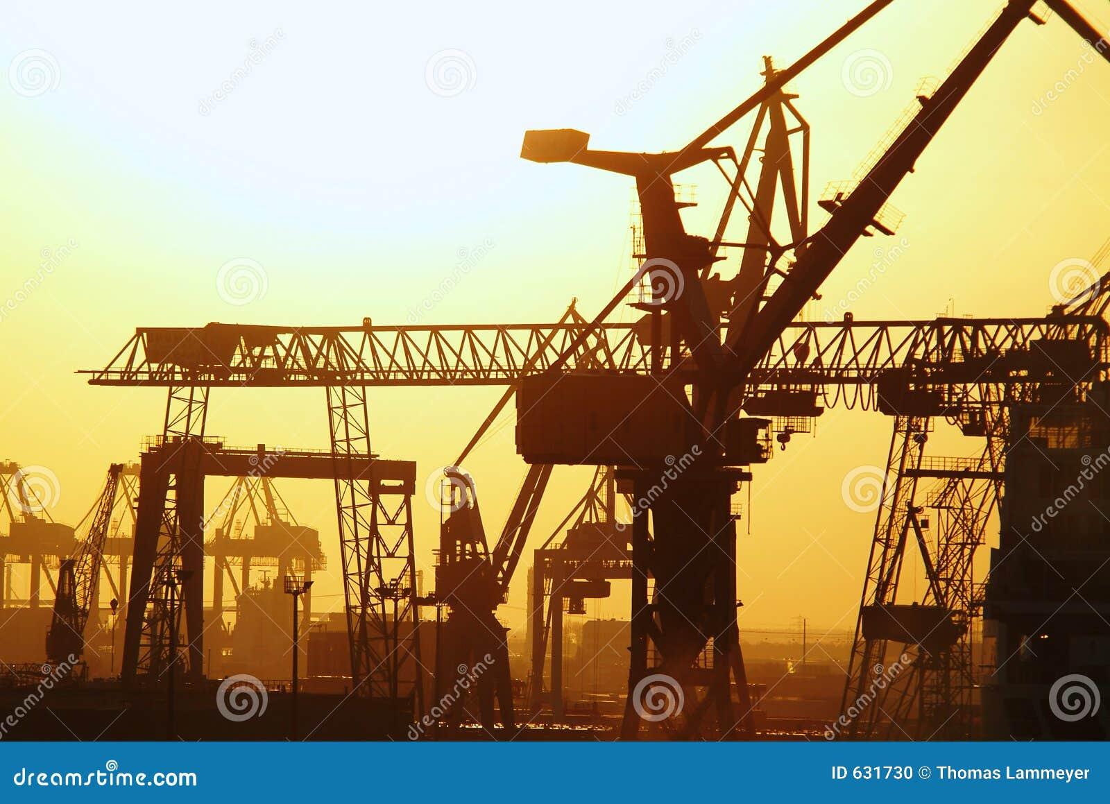 Download краны стоковое фото. изображение насчитывающей тяга, европа - 631730
