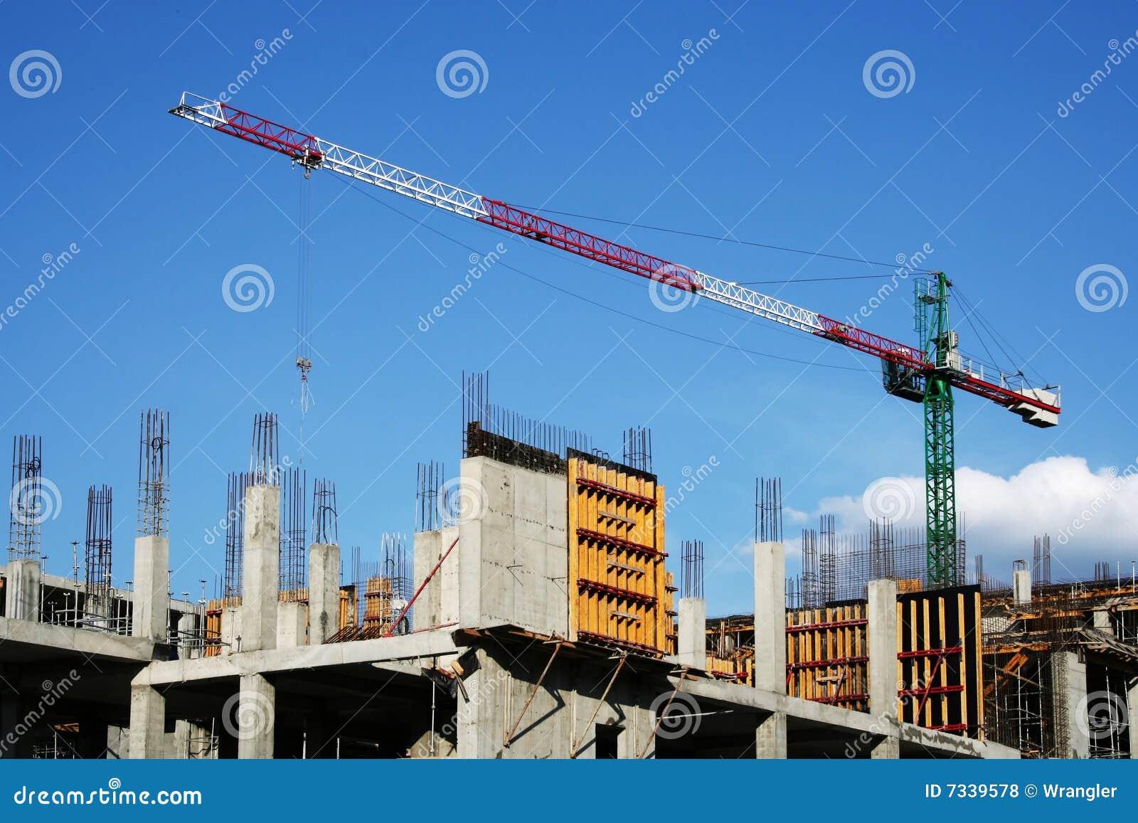 кран большого здания новый