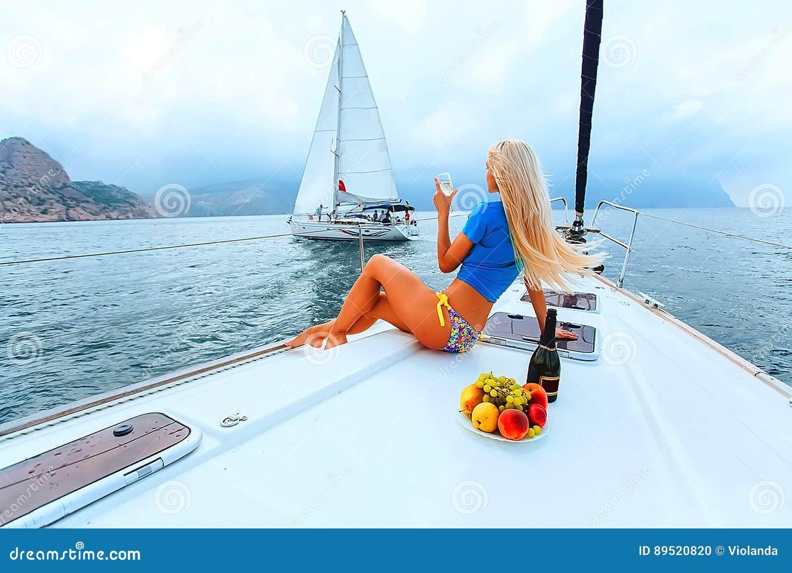 Красивые блондинки на яхте фото 330-172