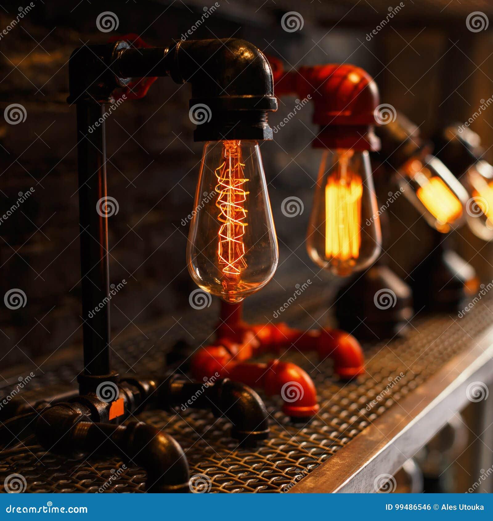 Красивая винтажная ретро лампа электричество