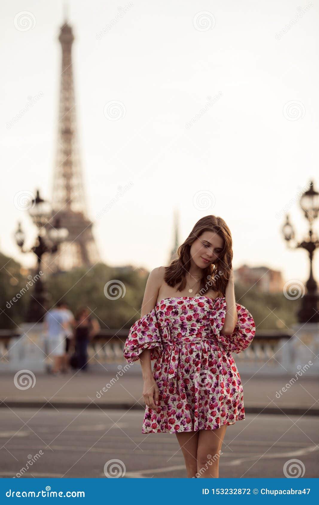 Девушка модель о работе в париже работа по веб камере моделью в ковдор