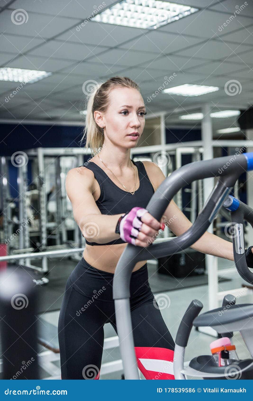 девушки спортивные работа