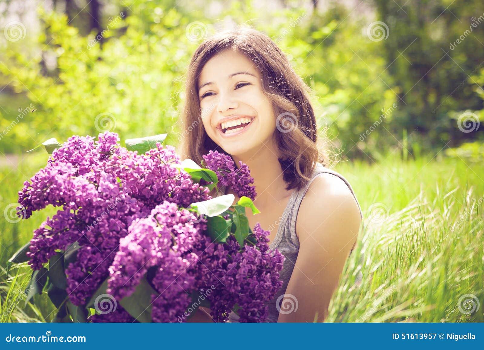 Моя девушка в сирени фото