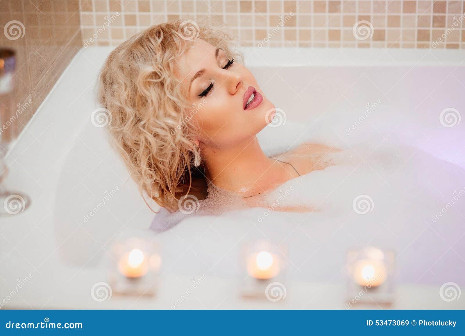 Плохие девушки в ванной
