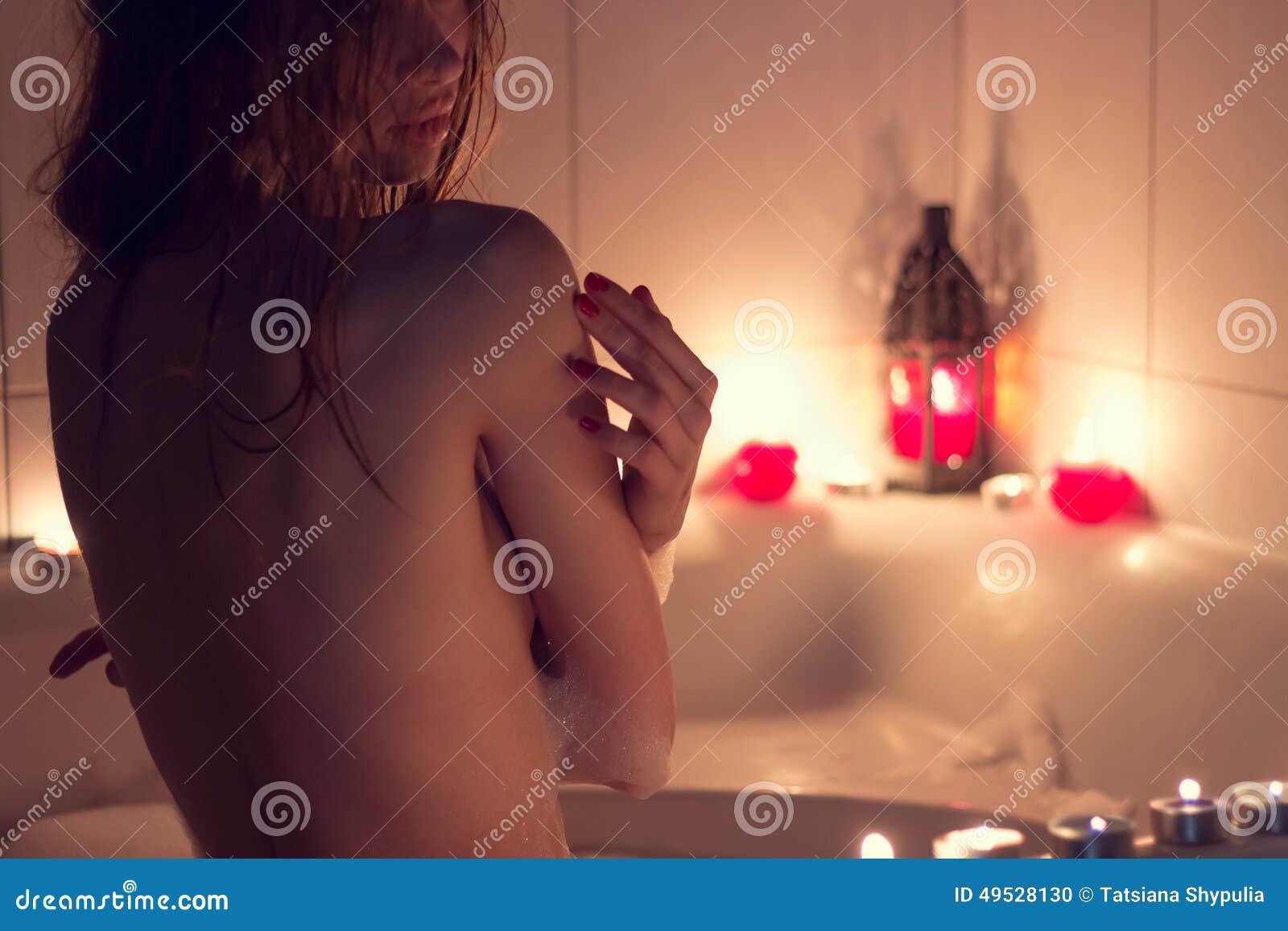Фото девушки в ванне красивое  фотография