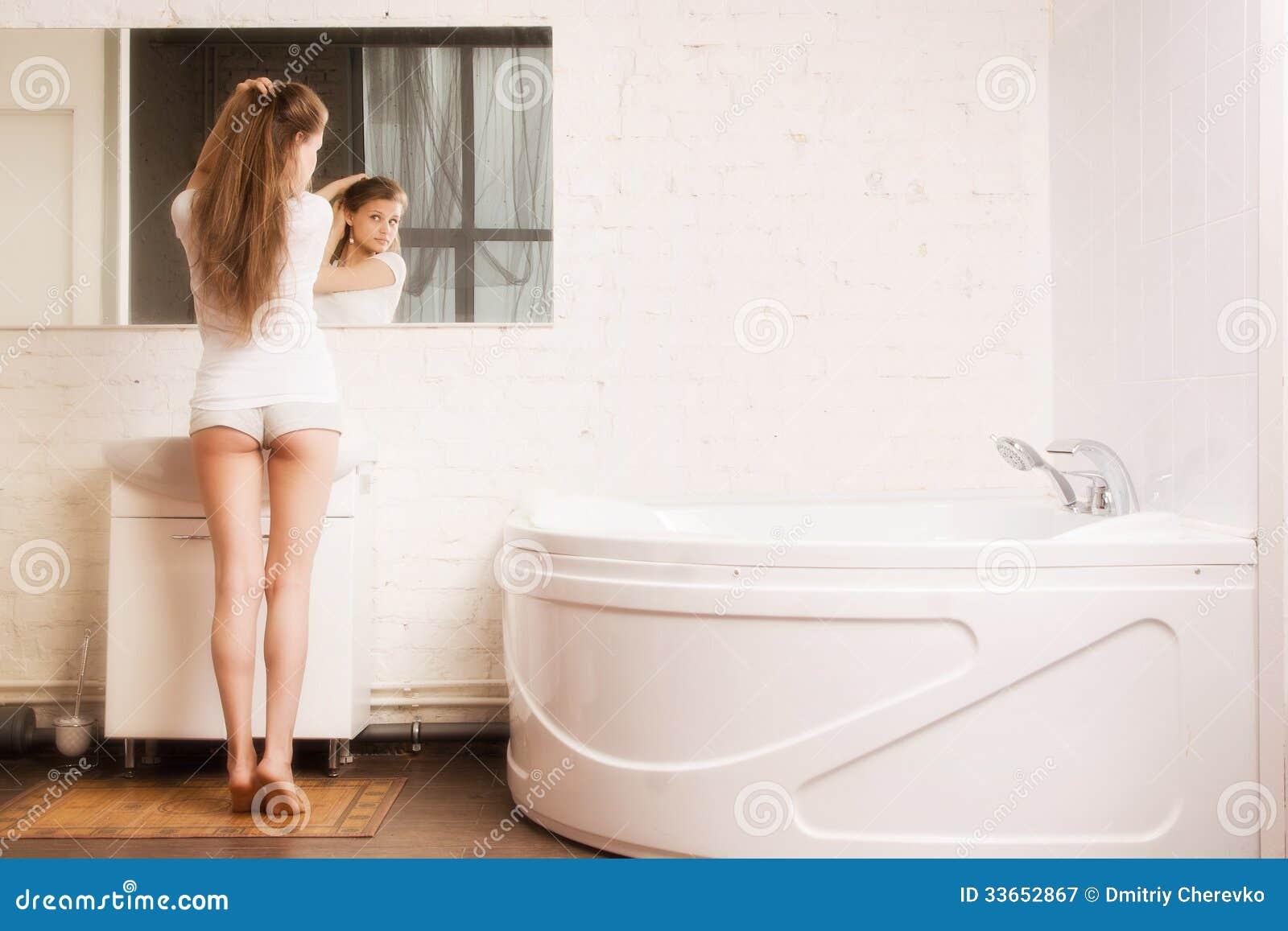 Сексуально писает в ванной, Писает В Ванной (найдено 59 порно видео роликов) 1 фотография