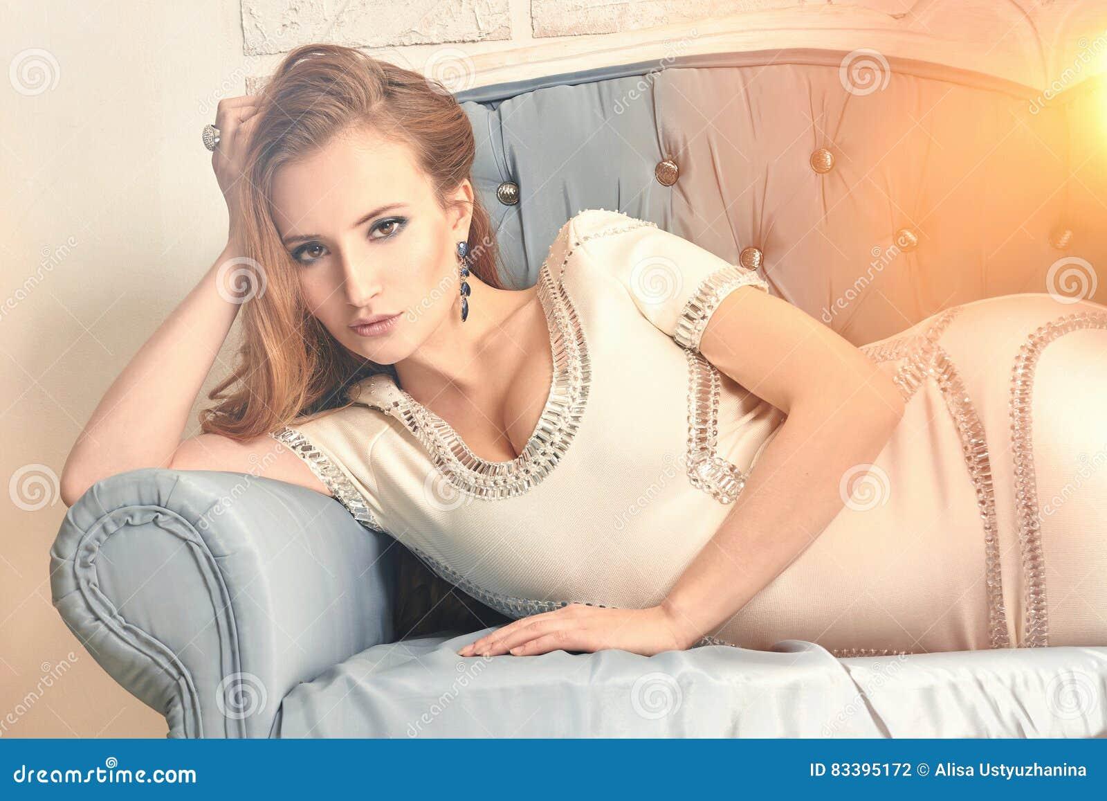 Тайком девушку красивая девушка в кресле фото юбкой звезд япошек