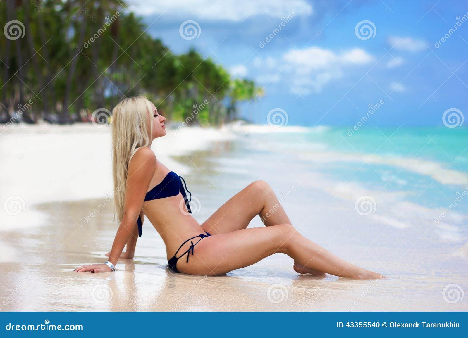 красивые девушки на пляже картинки